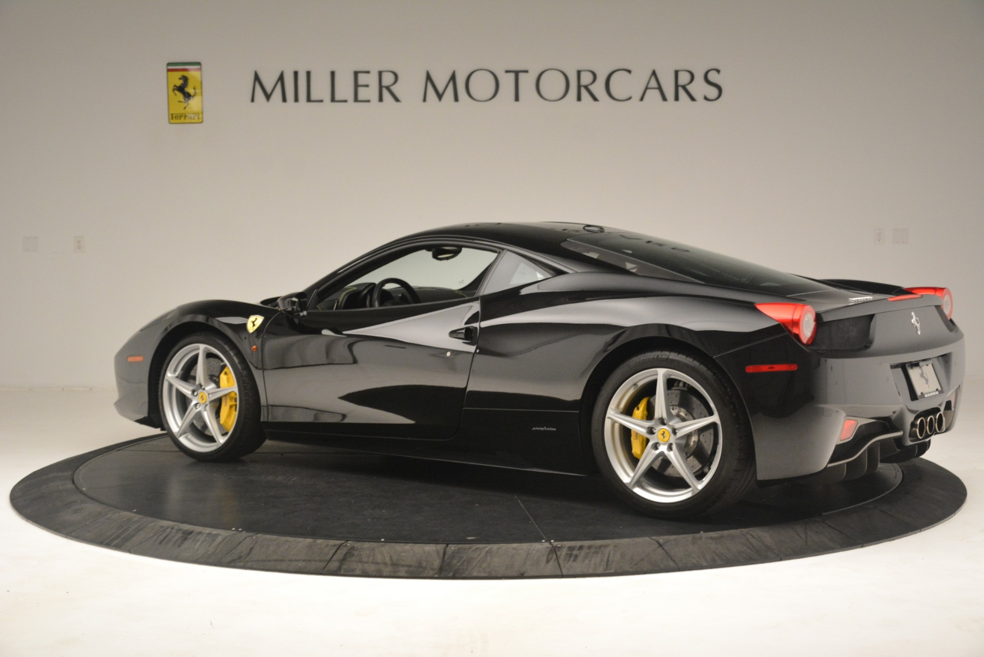 Used 2011 Ferrari 458 Italia  For Sale In Westport, CT 3236_p4