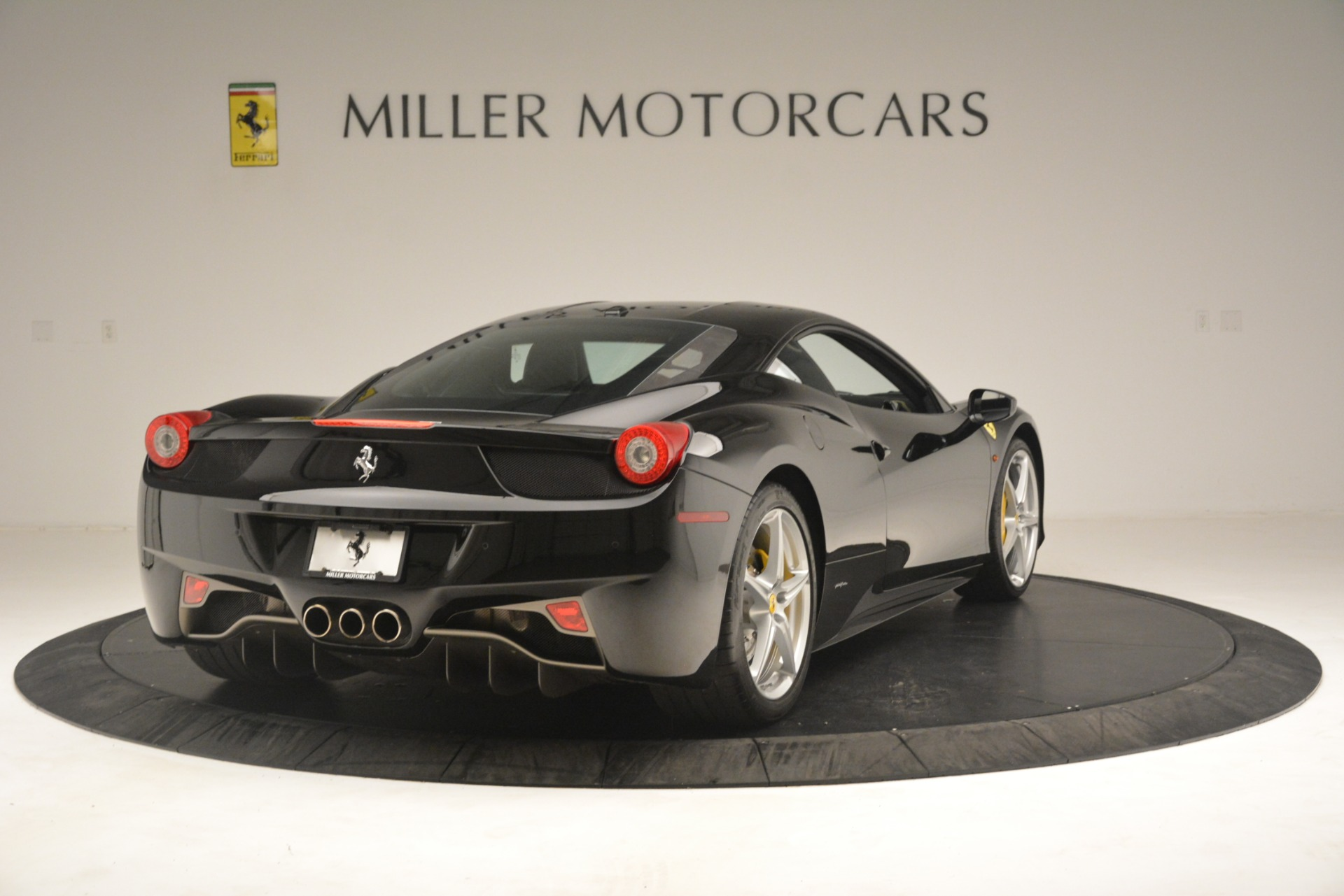 Used 2011 Ferrari 458 Italia  For Sale In Westport, CT 3236_p7