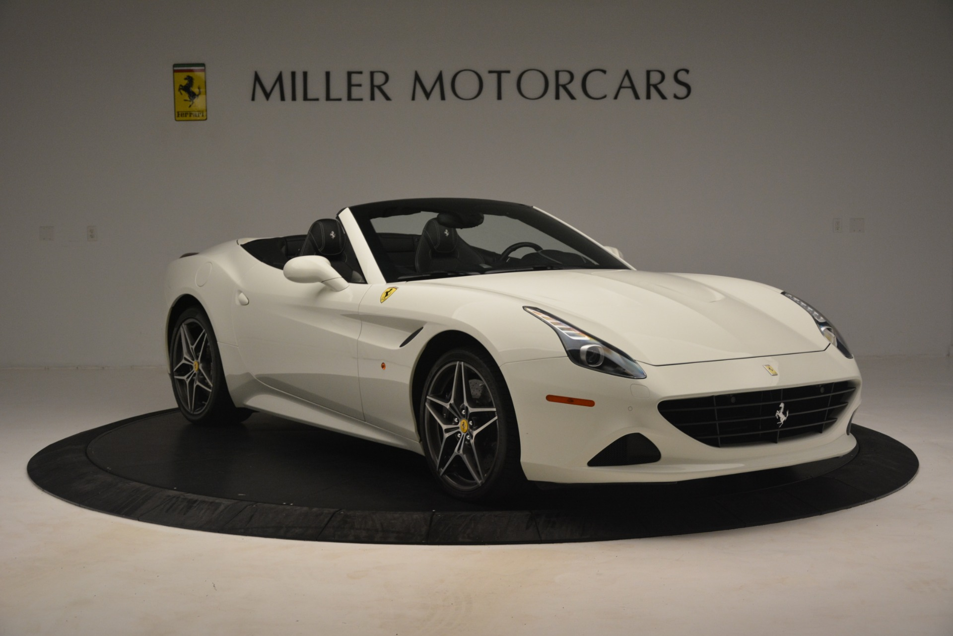 Used 2016 Ferrari California T  For Sale In Westport, CT 3256_p12