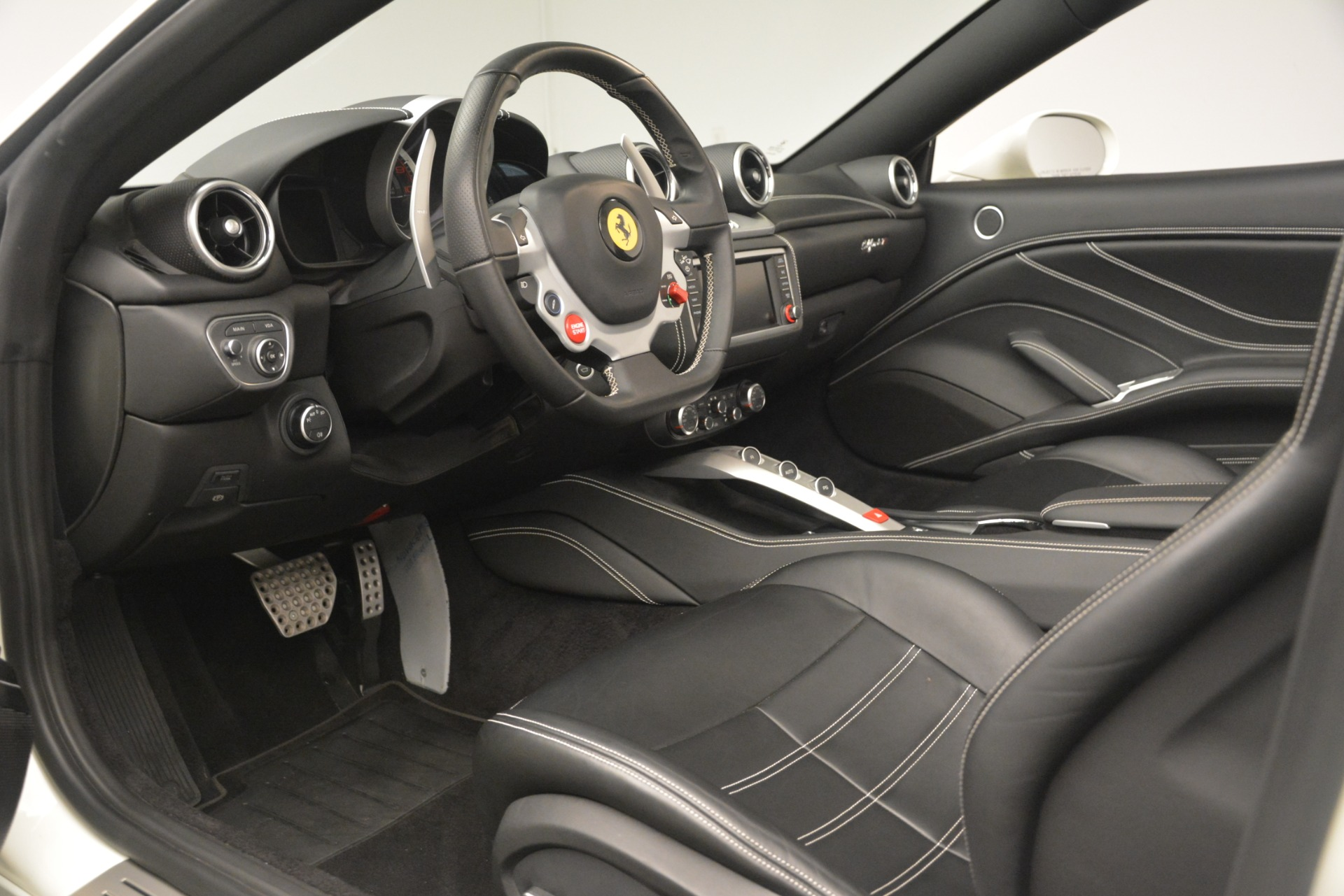 Used 2016 Ferrari California T  For Sale In Westport, CT 3256_p19