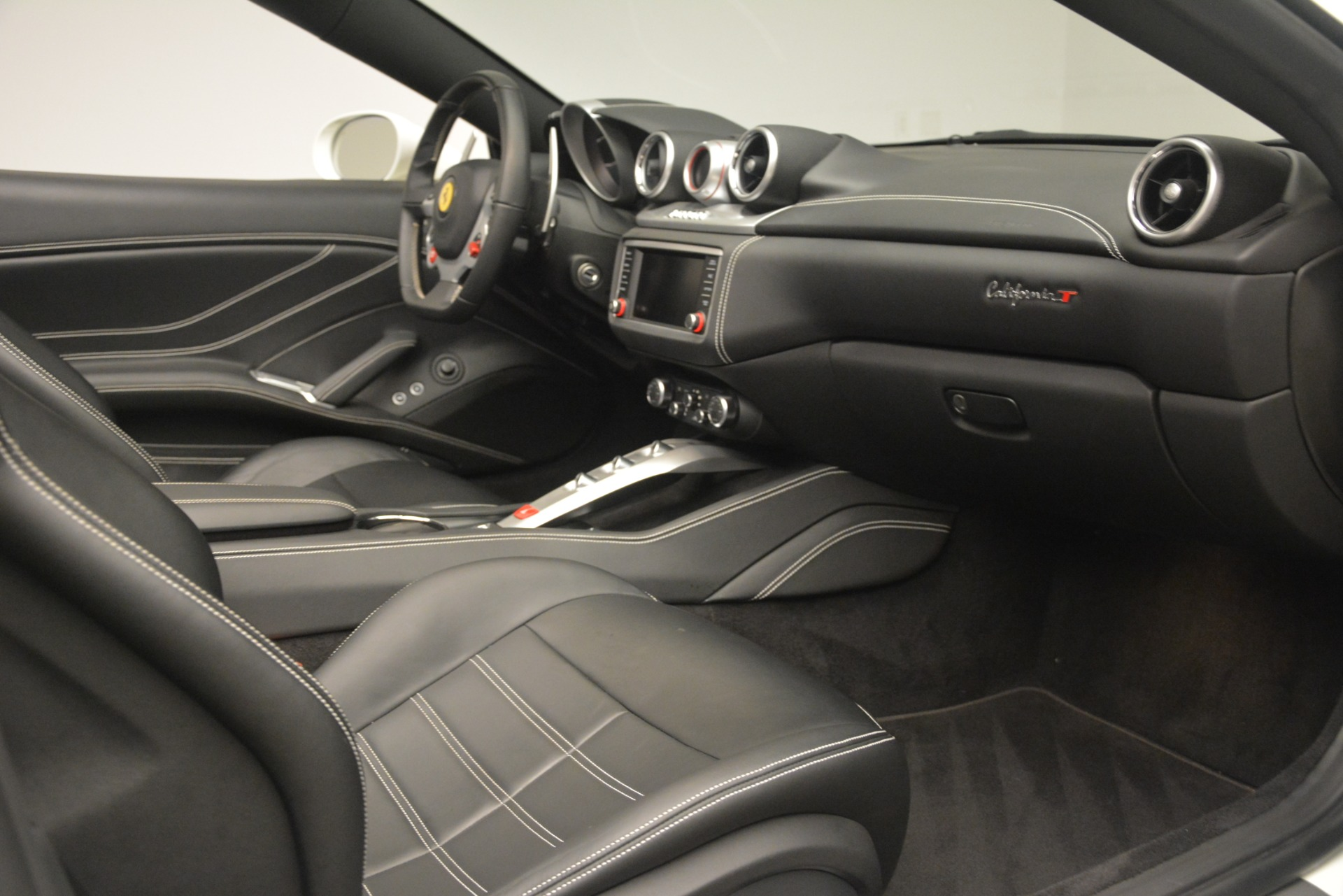 Used 2016 Ferrari California T  For Sale In Westport, CT 3256_p25
