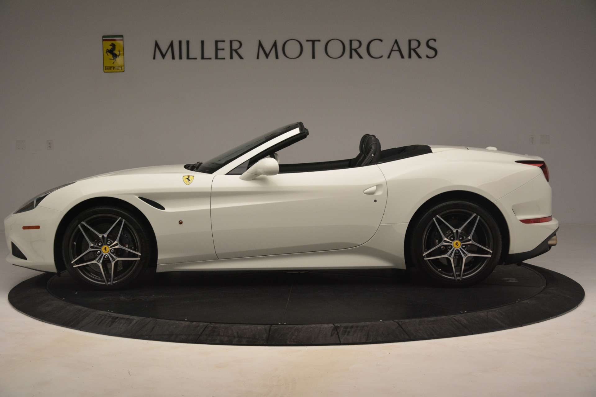 Used 2016 Ferrari California T  For Sale In Westport, CT 3256_p3