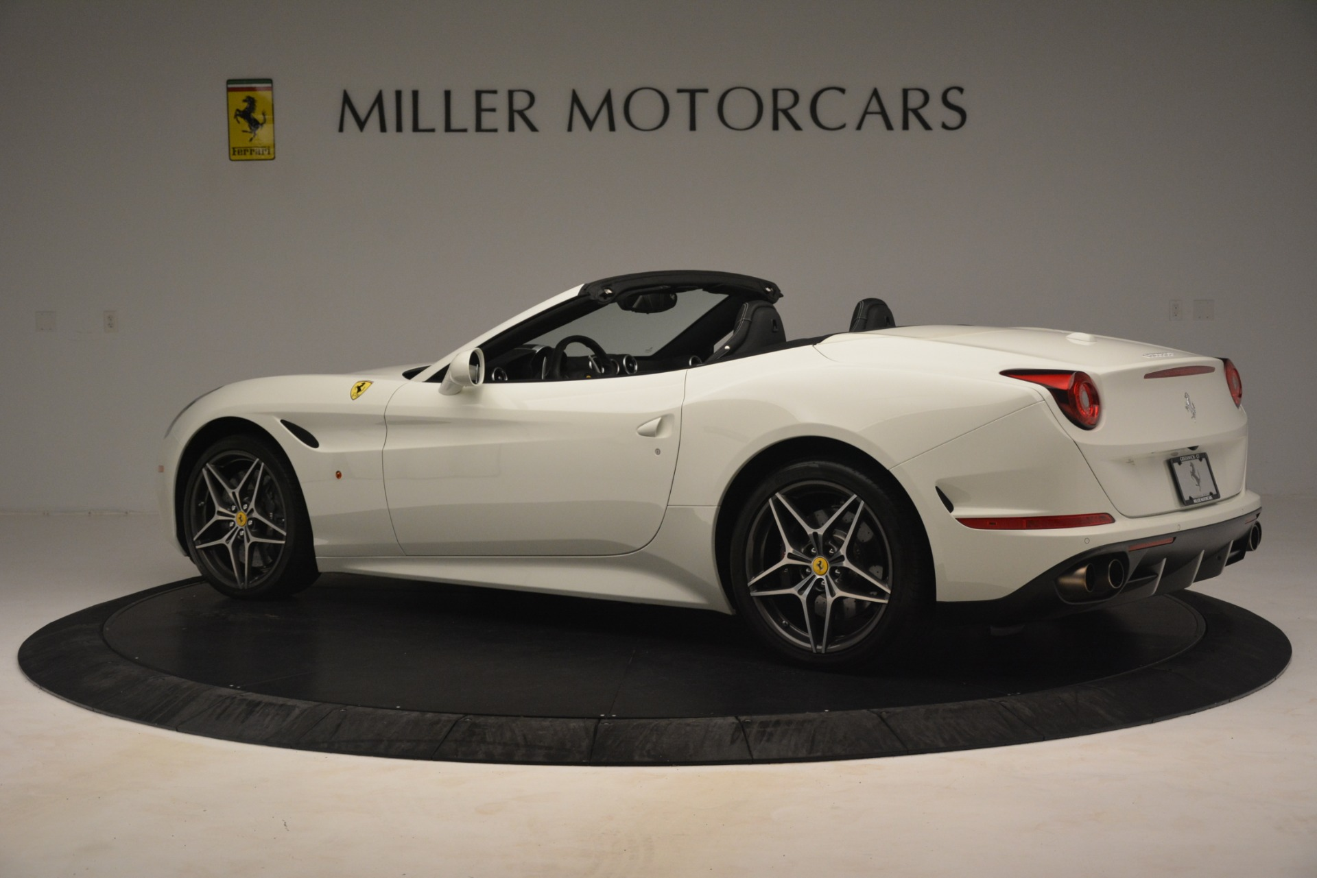 Used 2016 Ferrari California T  For Sale In Westport, CT 3256_p4