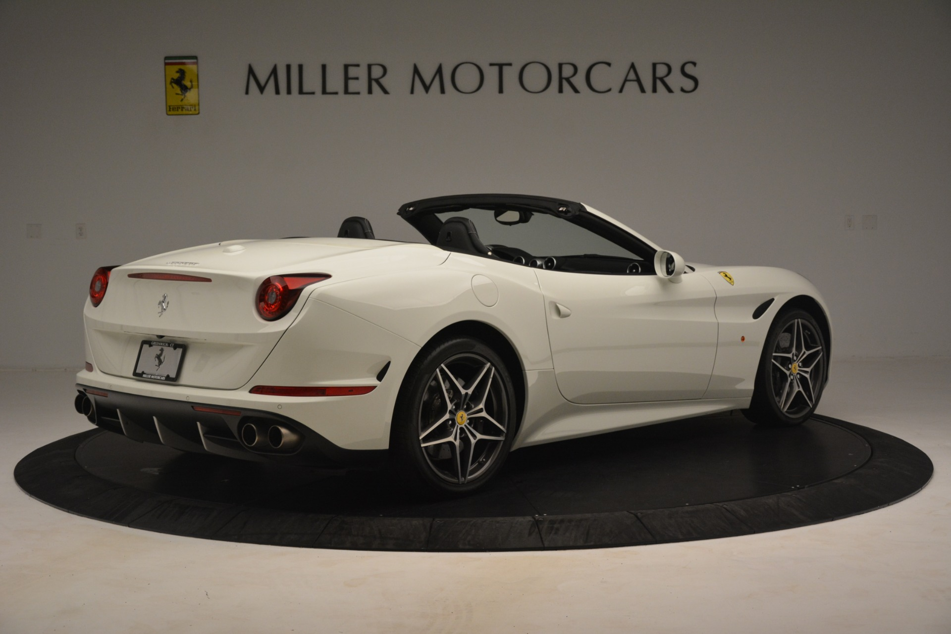 Used 2016 Ferrari California T  For Sale In Westport, CT 3256_p9