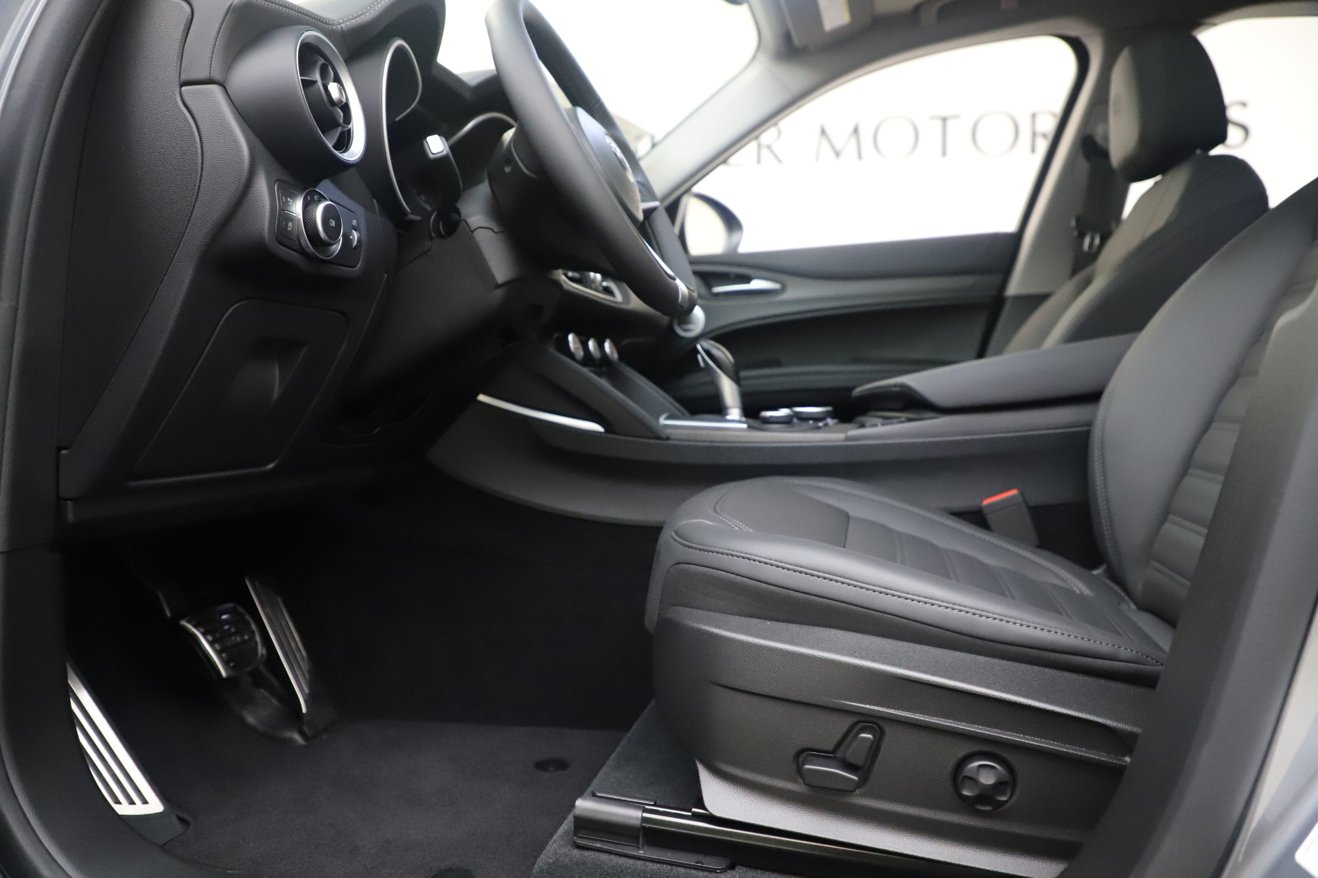 New 2019 Alfa Romeo Stelvio Ti Lusso Q4 For Sale In Westport, CT 3333_p14
