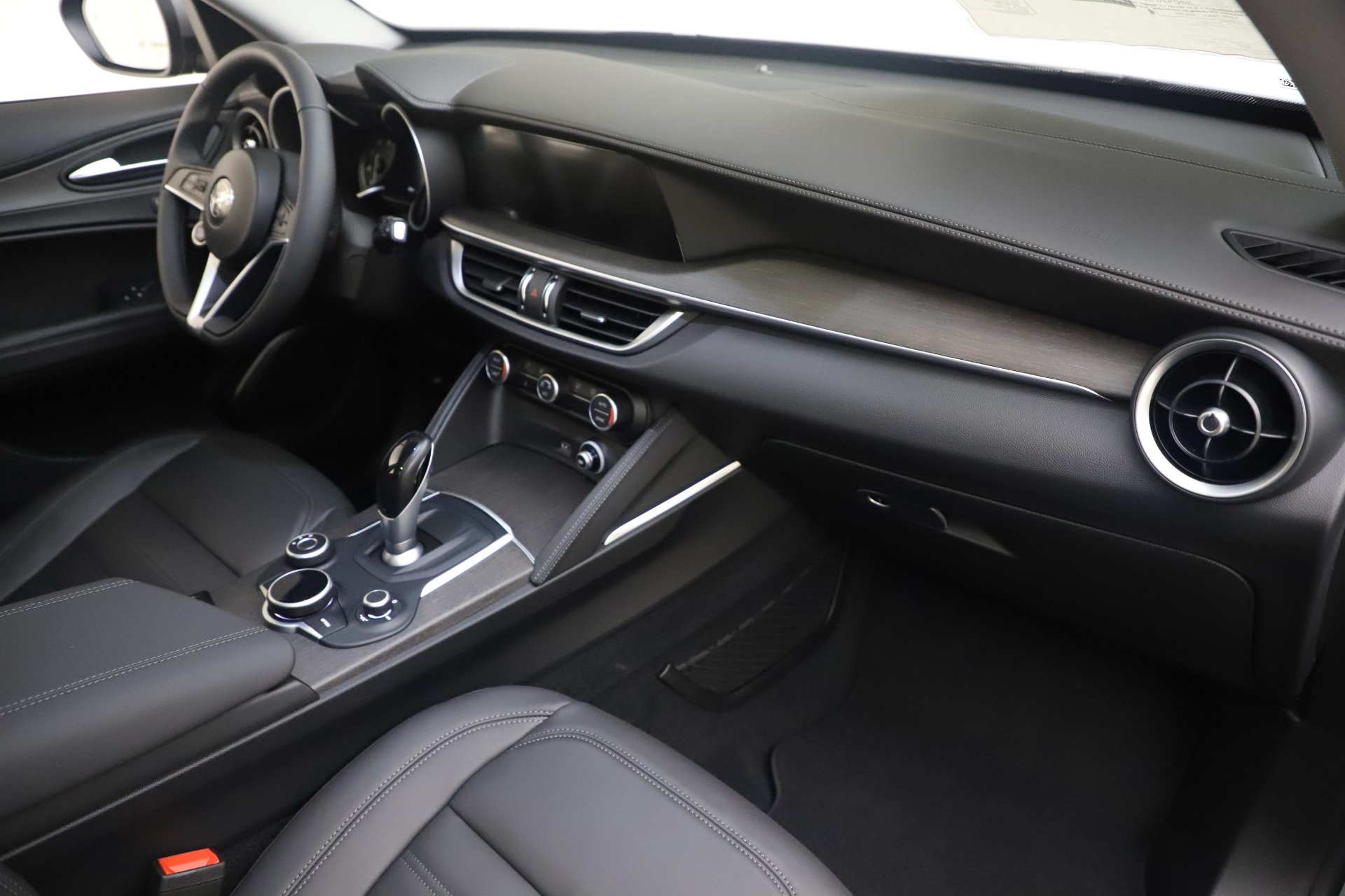 New 2019 Alfa Romeo Stelvio Ti Lusso Q4 For Sale In Westport, CT 3333_p22