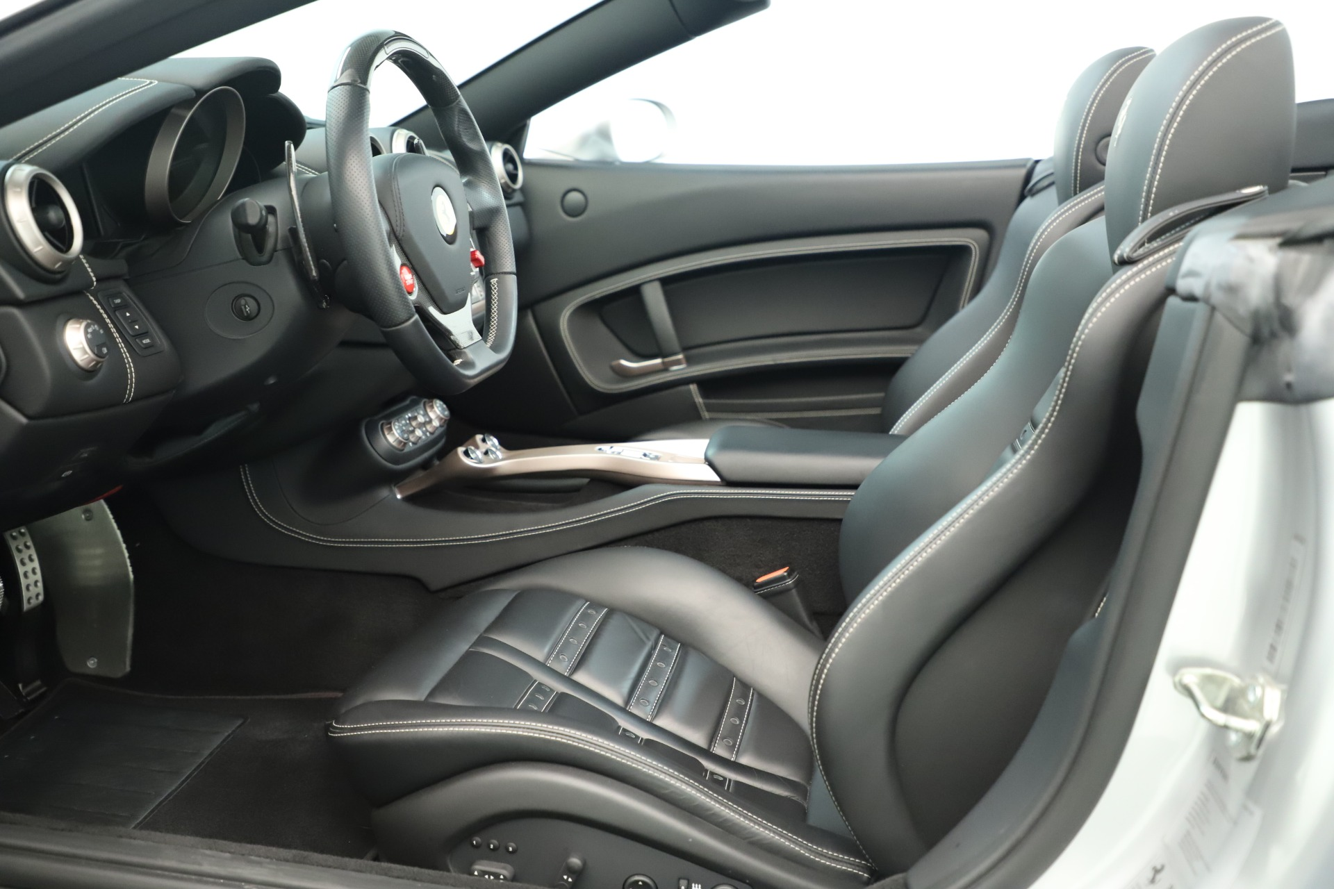 Used 2014 Ferrari California 30 For Sale In Westport, CT 3355_p21
