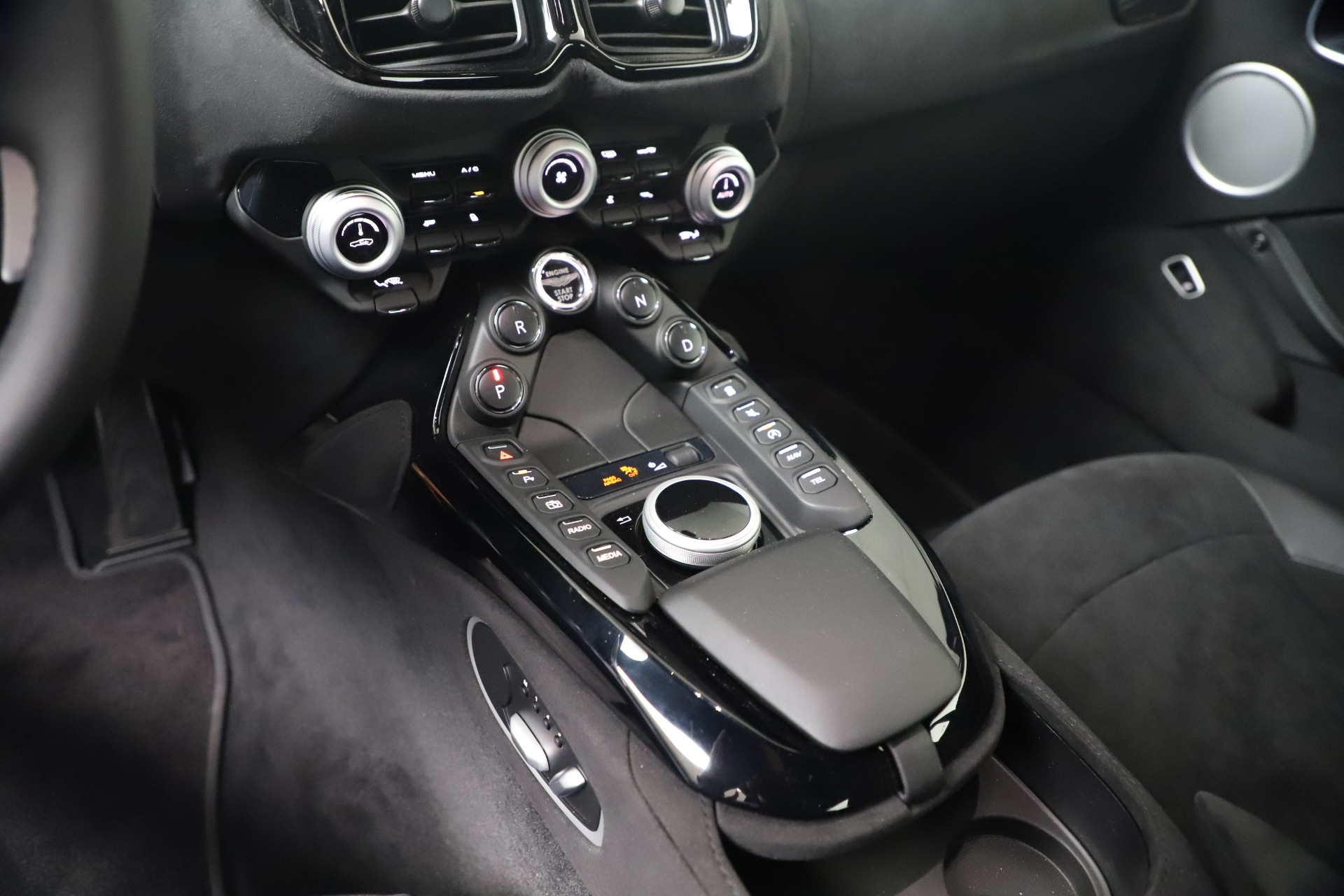 New 2020 Aston Martin Vantage V8 For Sale In Westport, CT 3368_p16