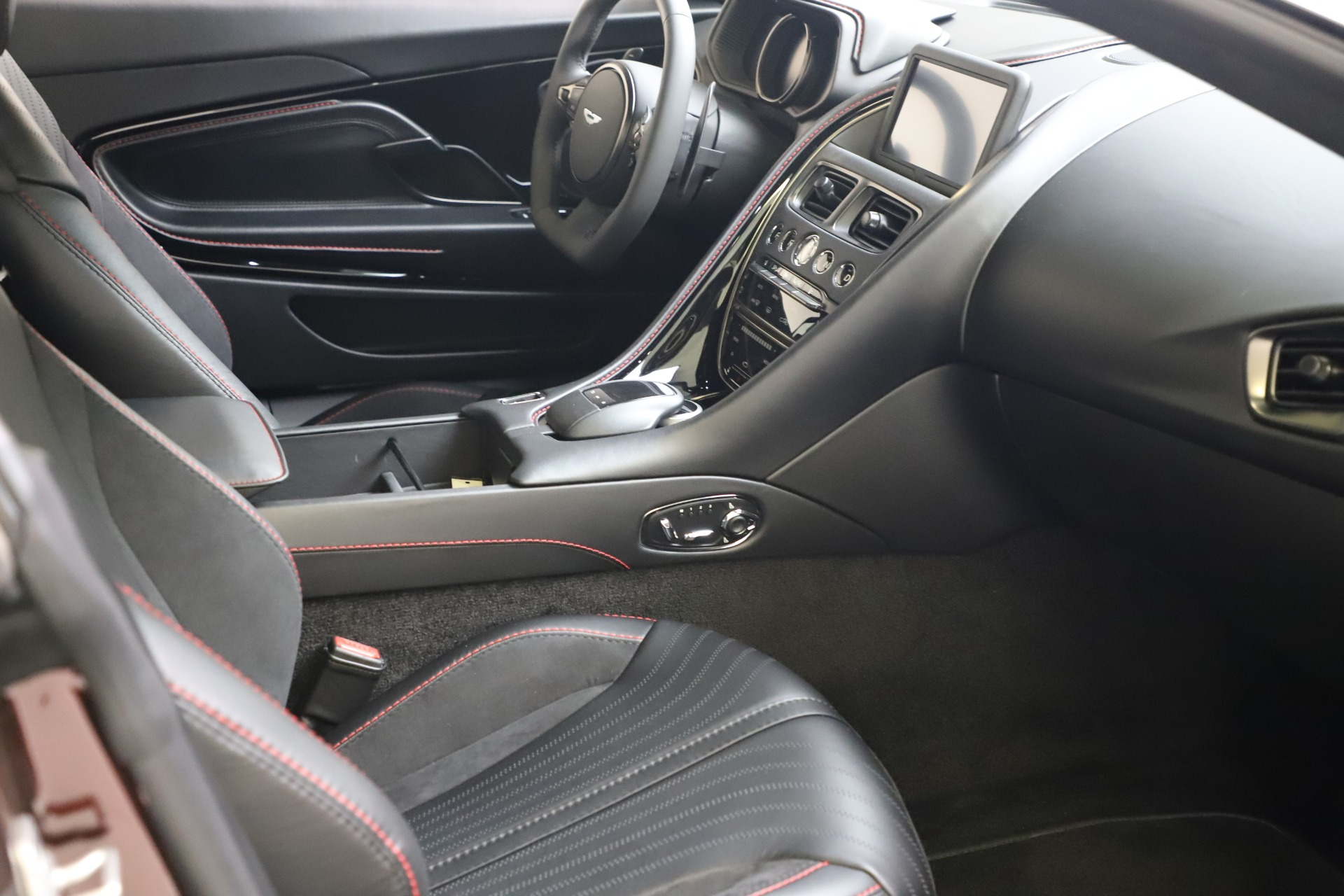 New 2019 Aston Martin DB11 V12 AMR Coupe For Sale In Westport, CT 3379_p17