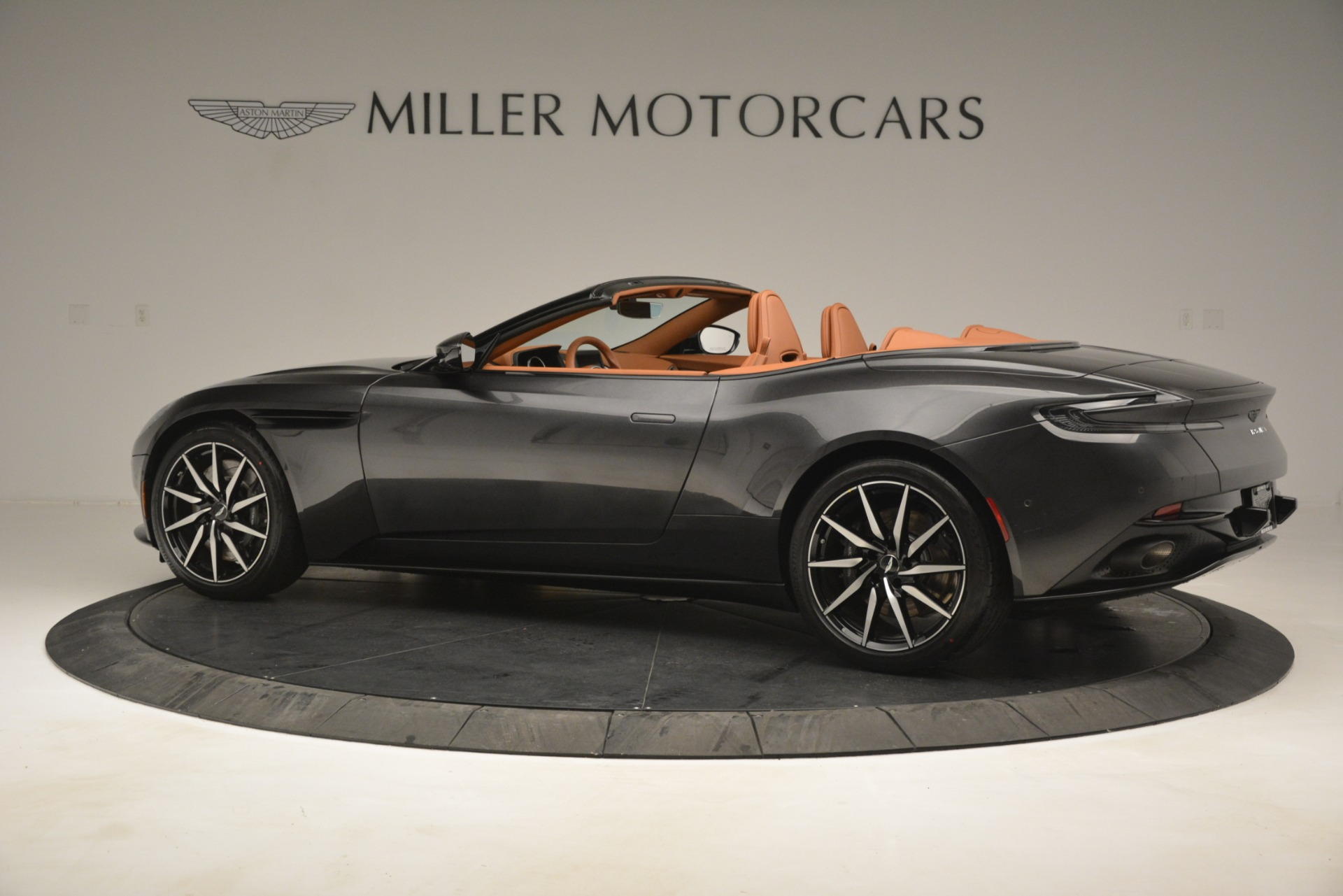 Used 2019 Aston Martin DB11 V8 Volante For Sale In Westport, CT 3434_p3