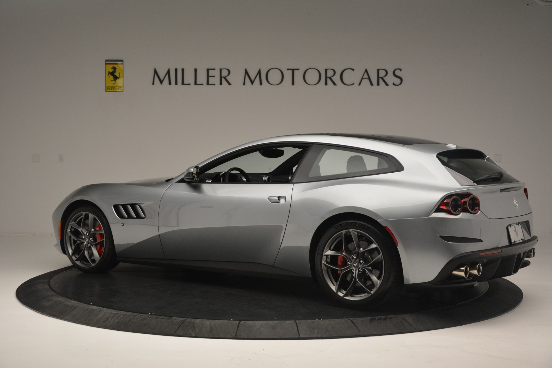 Used 2019 Ferrari GTC4LussoT V8 For Sale In Westport, CT 3447_p4