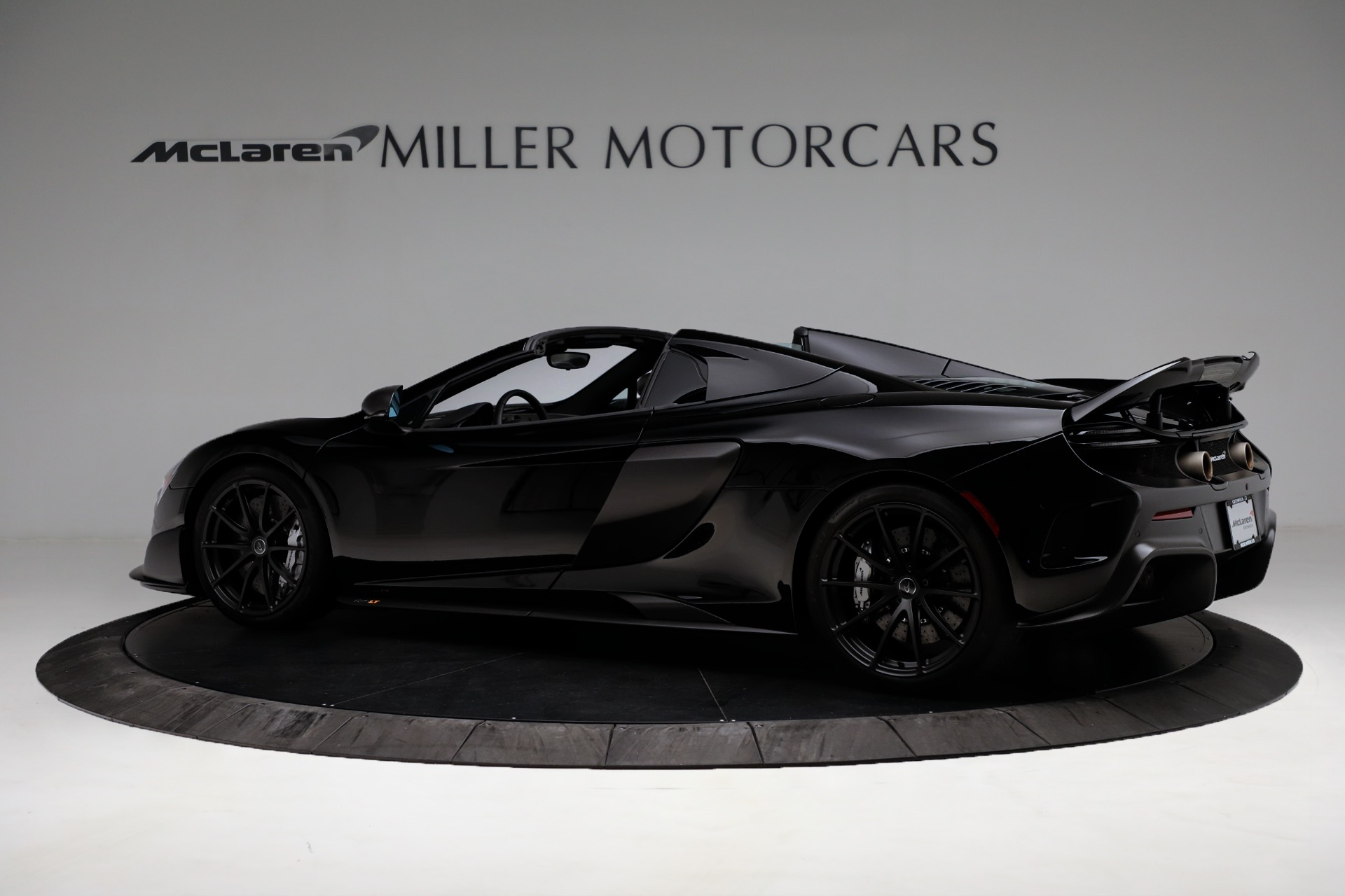 Used 2016 McLaren 675LT Spider For Sale In Westport, CT 3455_p4
