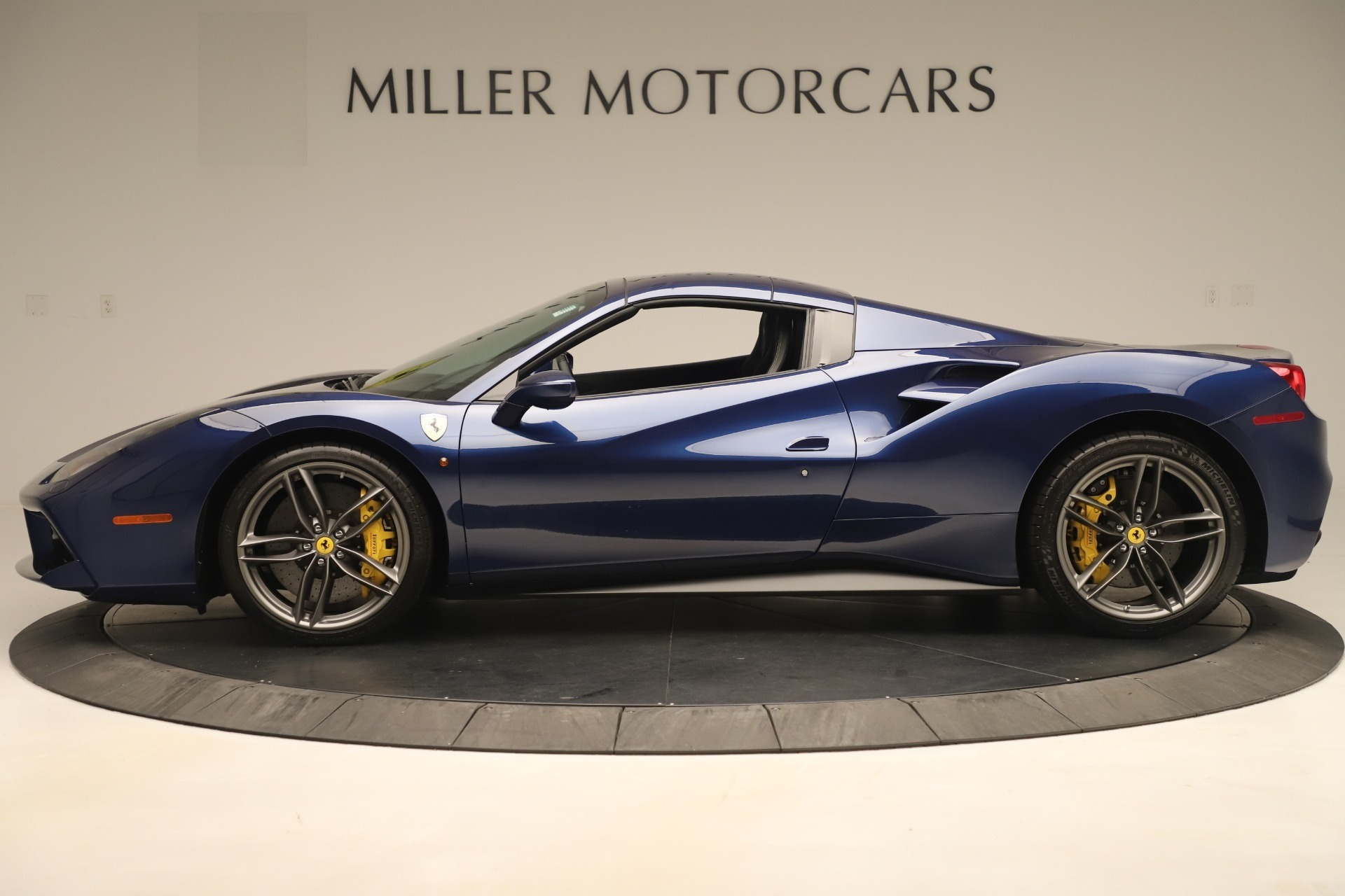Used 2018 Ferrari 488 Spider  For Sale In Westport, CT 3465_p14