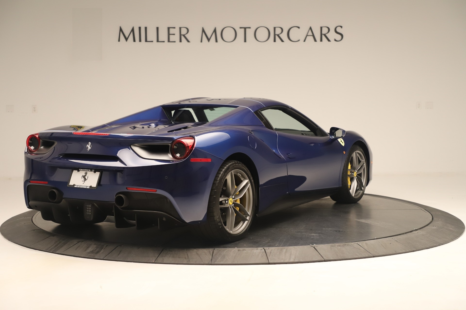 Used 2018 Ferrari 488 Spider  For Sale In Westport, CT 3465_p16