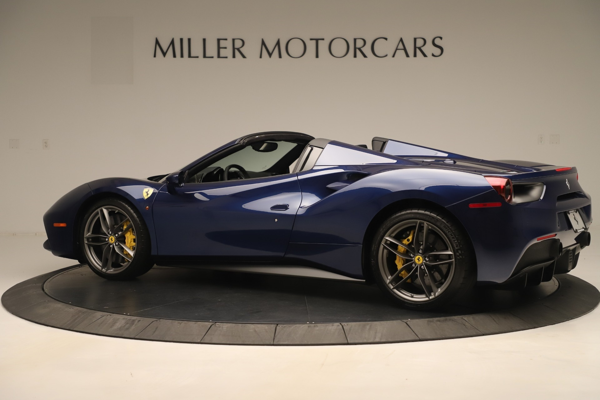 Used 2018 Ferrari 488 Spider  For Sale In Westport, CT 3465_p4