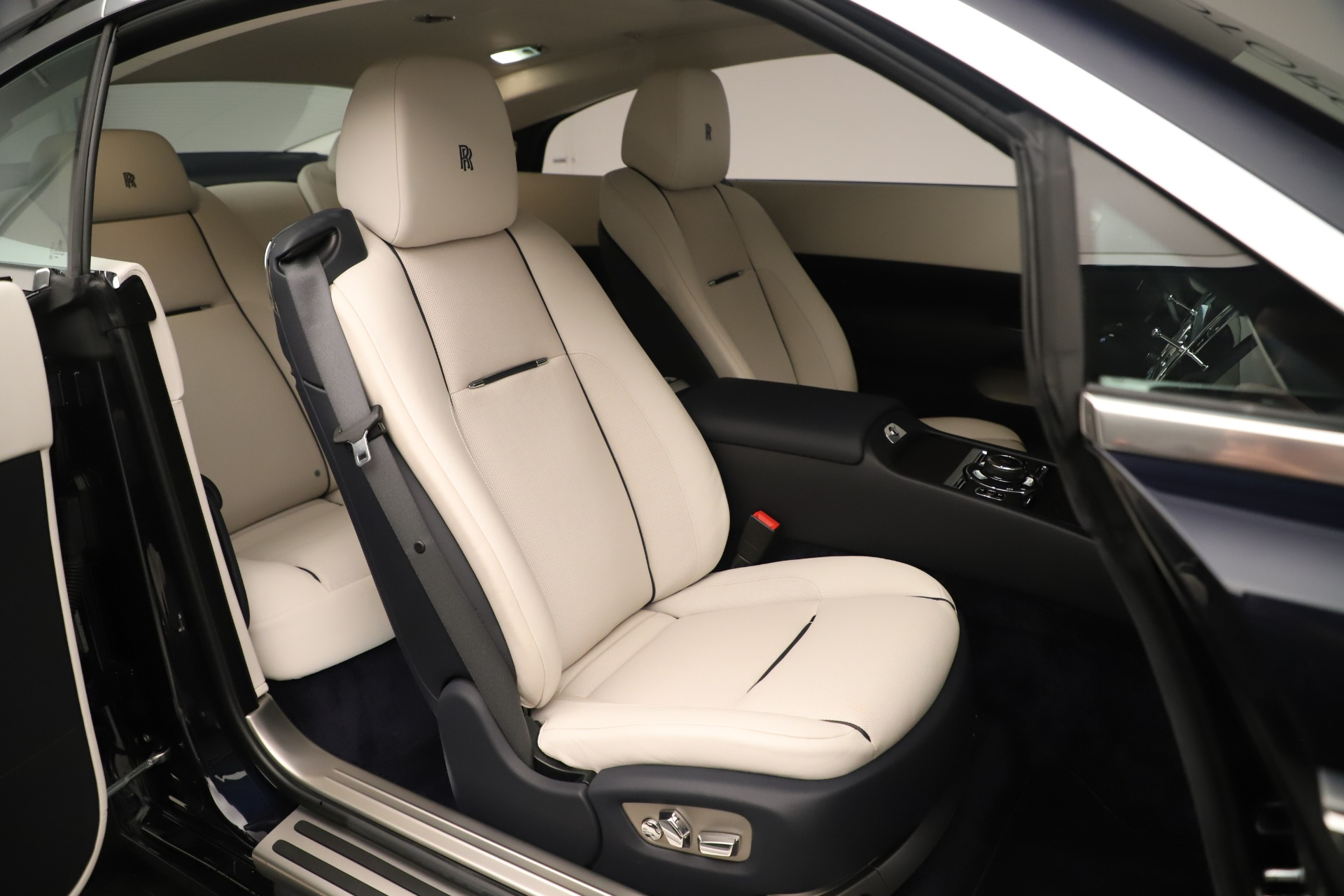 Used 2015 Rolls-Royce Wraith  For Sale In Westport, CT 3473_p15