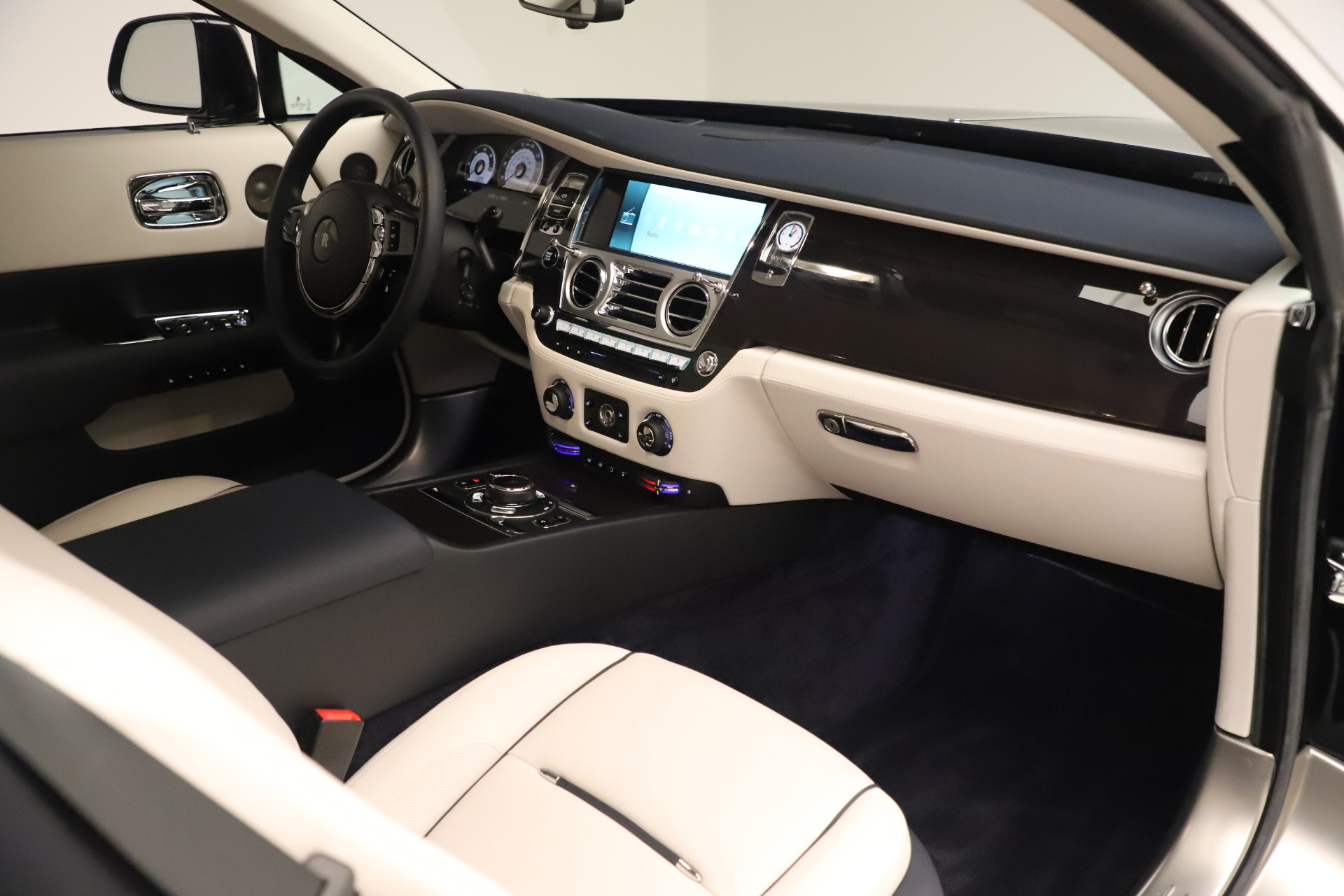 Used 2015 Rolls-Royce Wraith  For Sale In Westport, CT 3473_p27