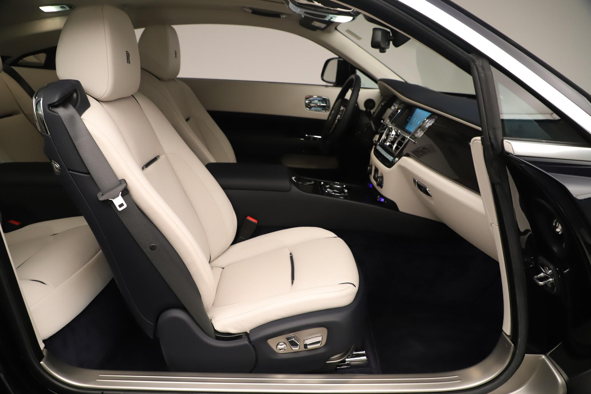 Used 2015 Rolls-Royce Wraith  For Sale In Westport, CT 3473_p28