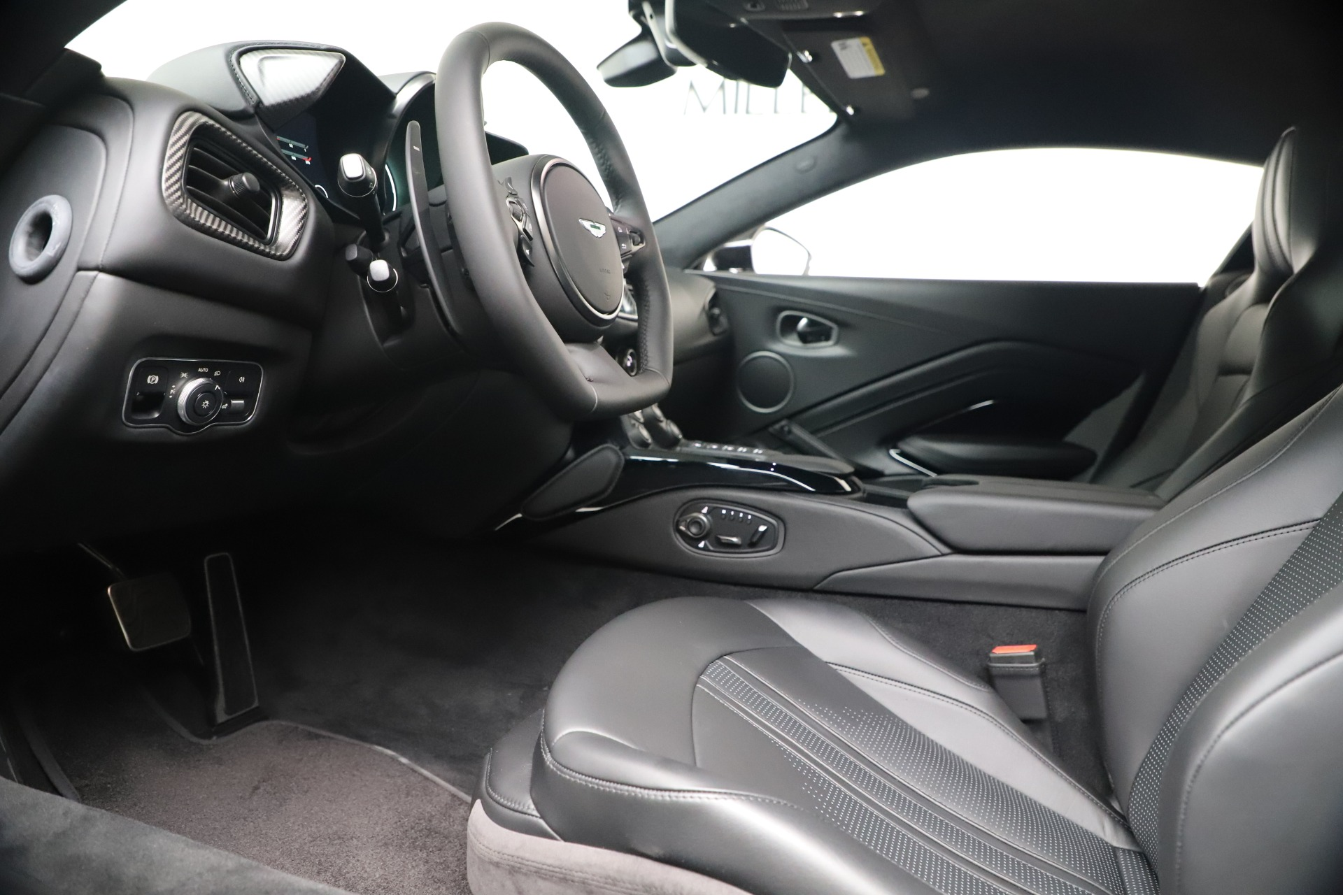 New 2020 Aston Martin Vantage V8 For Sale In Westport, CT 3482_p28