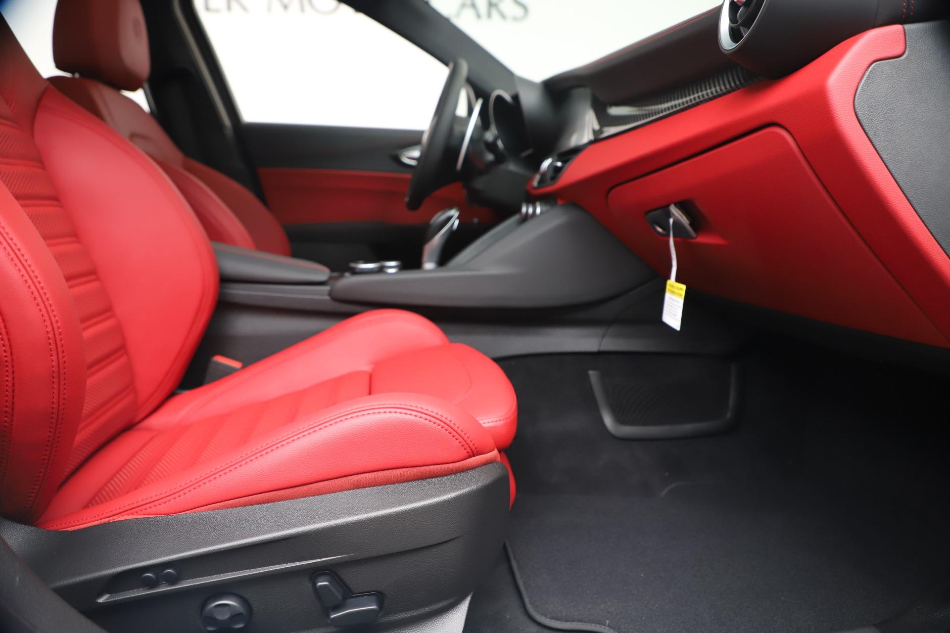 New 2019 Alfa Romeo Giulia Ti Sport Carbon Q4 For Sale In Westport, CT 3518_p24