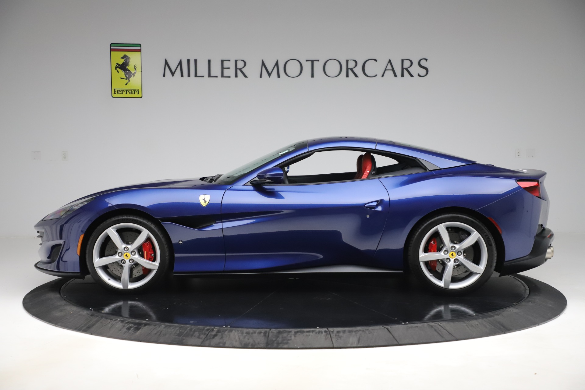 Used 2019 Ferrari Portofino  For Sale In Westport, CT 3548_p14