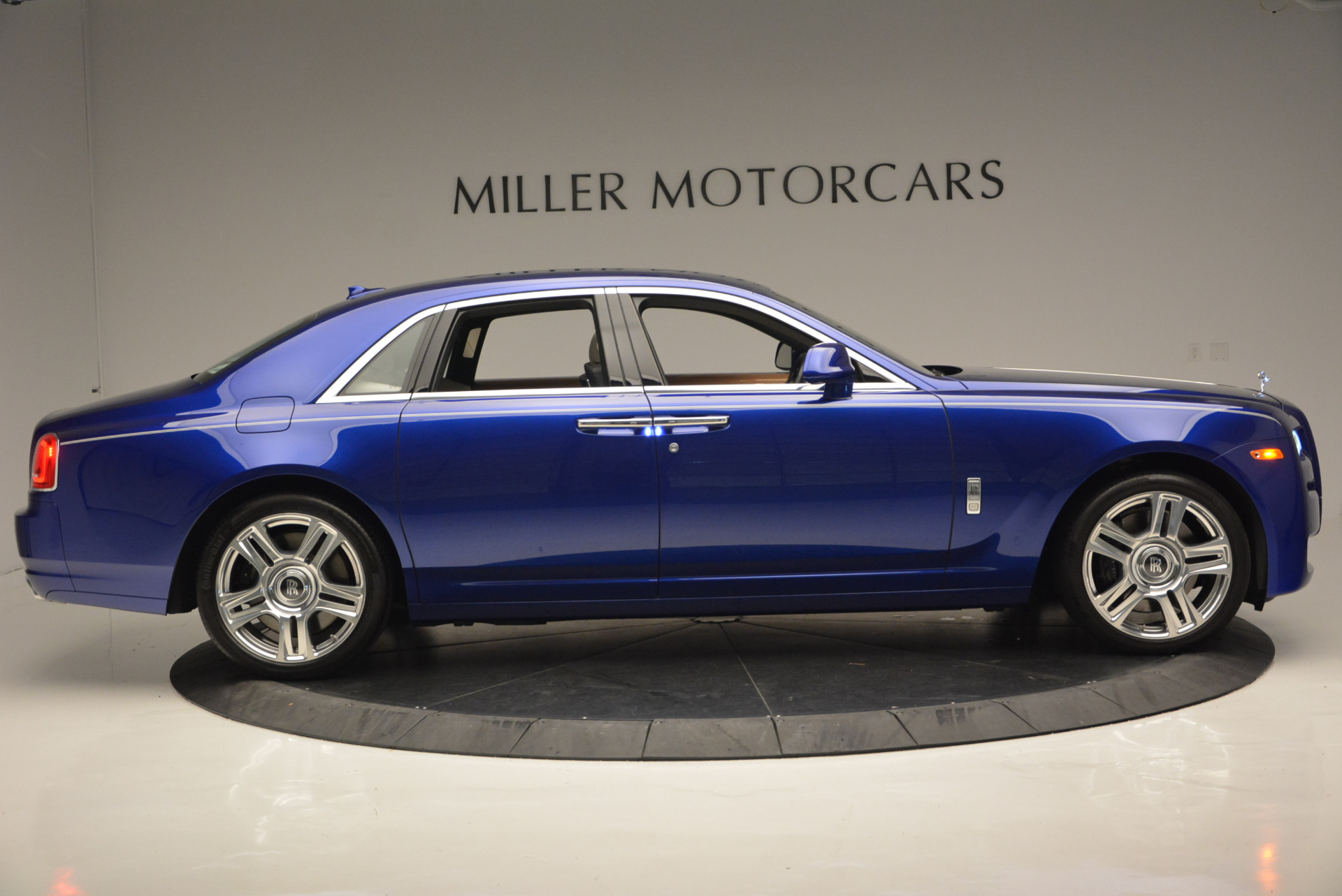 Used 2016 ROLLS-ROYCE GHOST SERIES II  For Sale In Westport, CT 634_p11