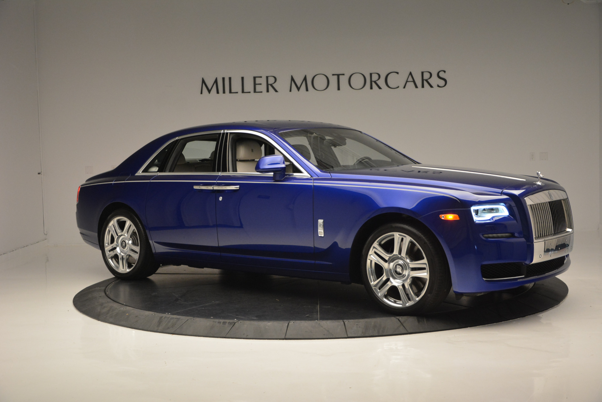 Used 2016 ROLLS-ROYCE GHOST SERIES II  For Sale In Westport, CT 634_p12