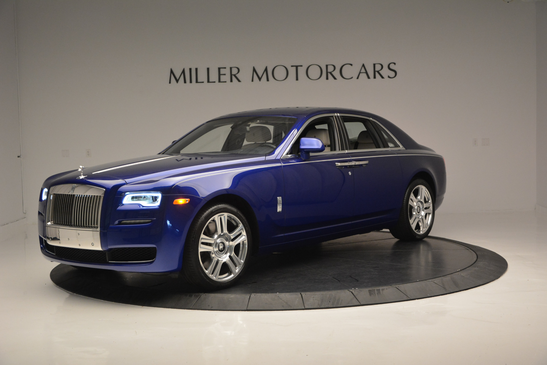 Used 2016 ROLLS-ROYCE GHOST SERIES II  For Sale In Westport, CT 634_p3