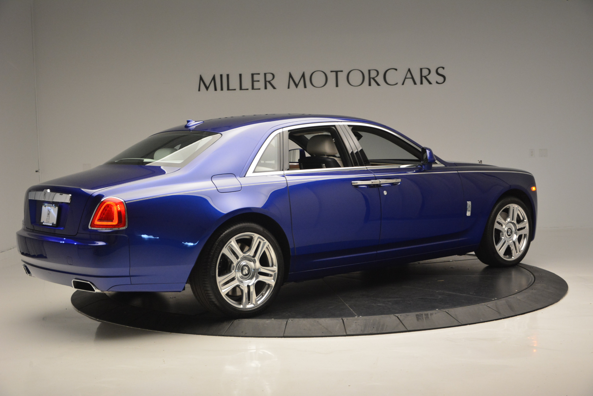 Used 2016 ROLLS-ROYCE GHOST SERIES II  For Sale In Westport, CT 634_p9