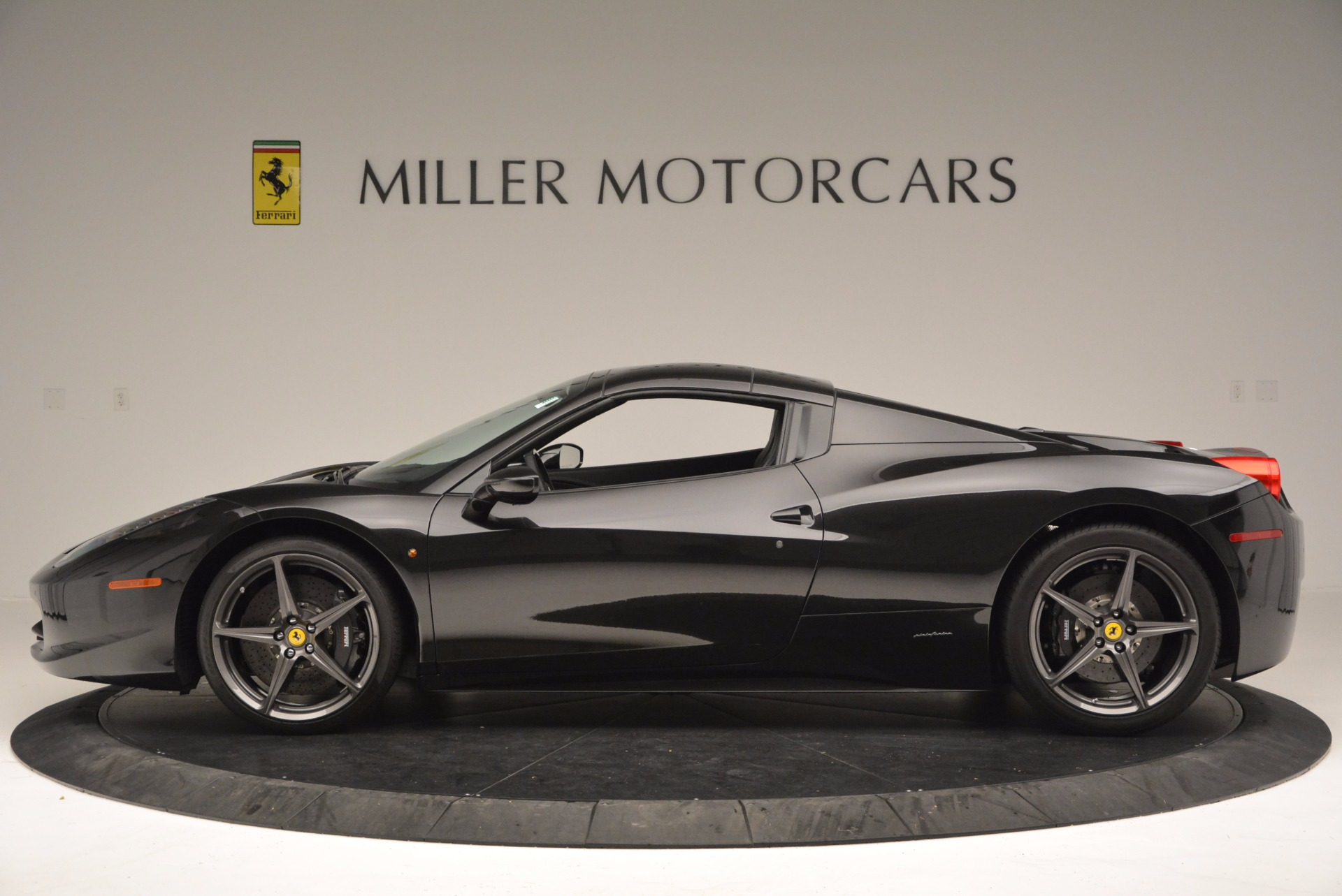 Used 2015 Ferrari 458 Spider  For Sale In Westport, CT 660_p15