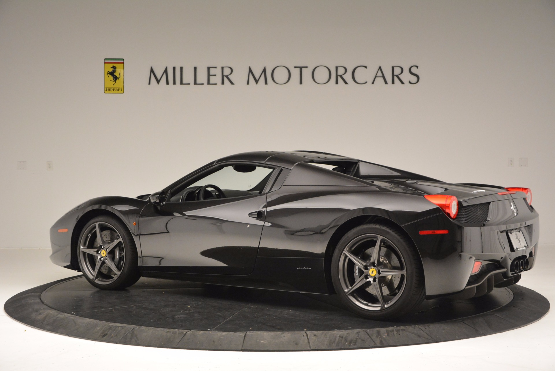 Used 2015 Ferrari 458 Spider  For Sale In Westport, CT 660_p16