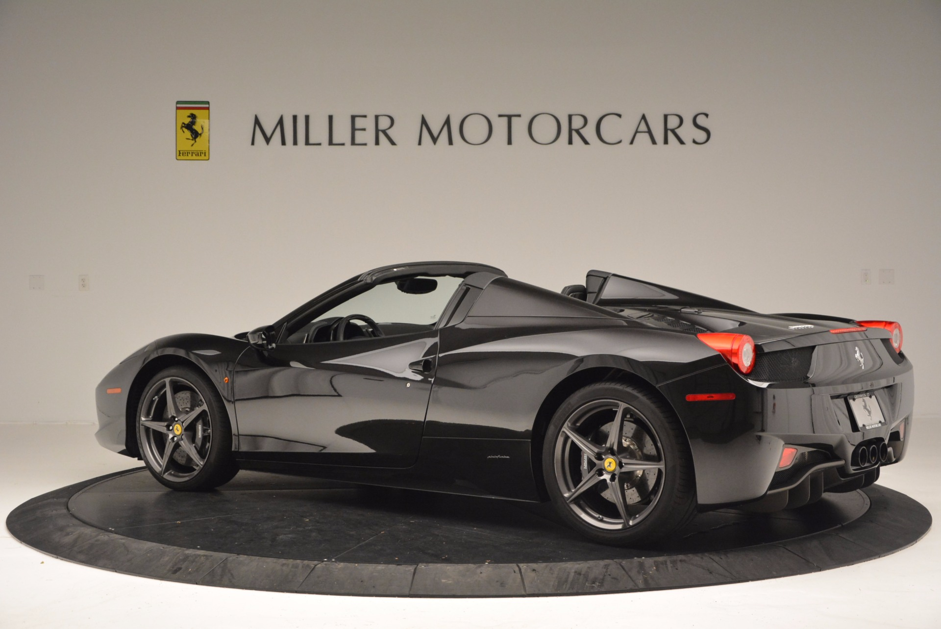 Used 2015 Ferrari 458 Spider  For Sale In Westport, CT 660_p4