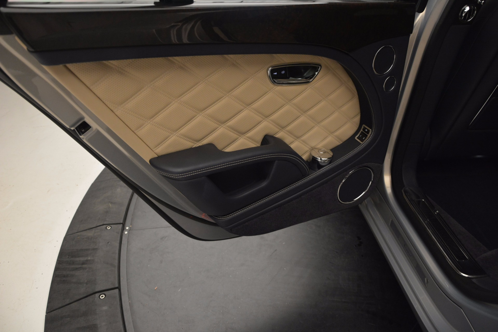 Used 2016 Bentley Mulsanne Speed For Sale In Westport, CT 671_p31