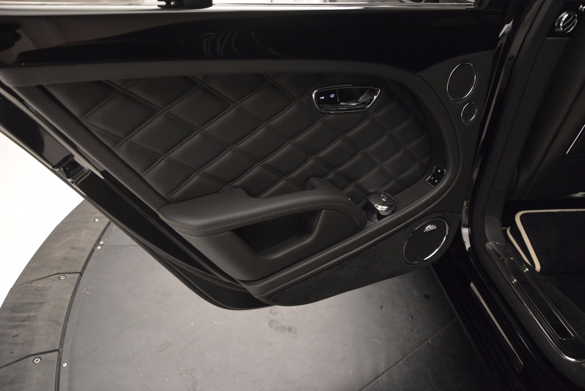 Used 2016 Bentley Mulsanne  For Sale In Westport, CT 672_p27