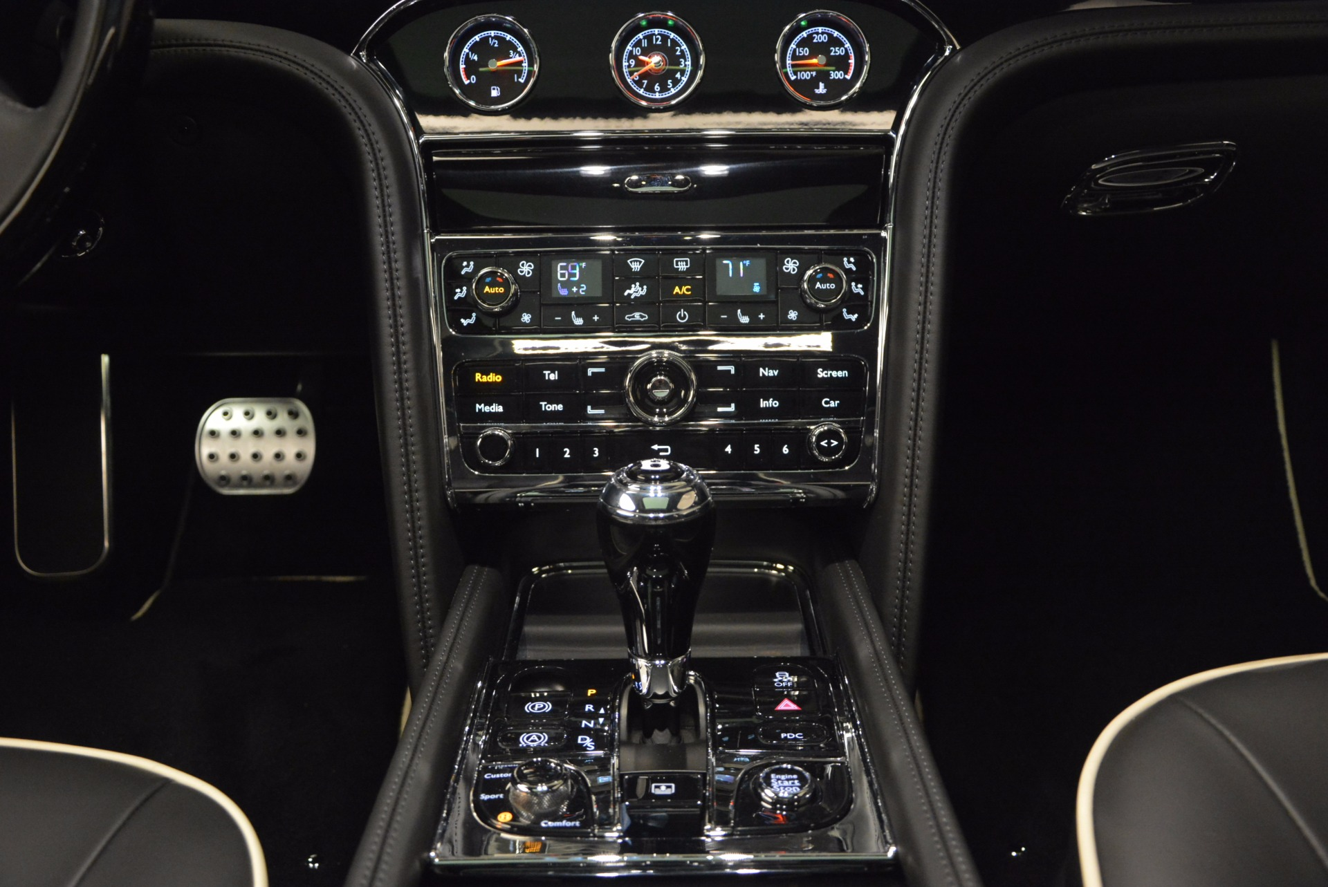 Used 2016 Bentley Mulsanne  For Sale In Westport, CT 672_p38