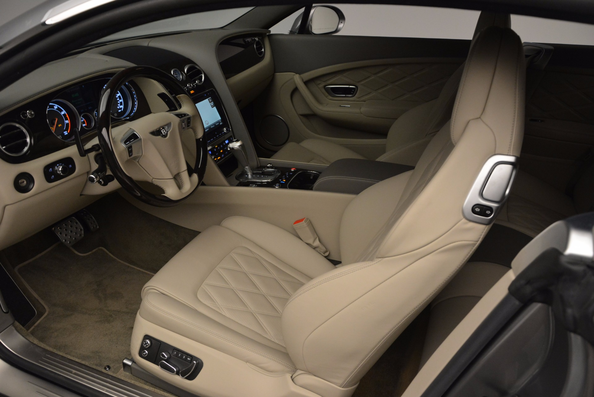 Used 2014 Bentley Continental GT V8  For Sale In Westport, CT 673_p21