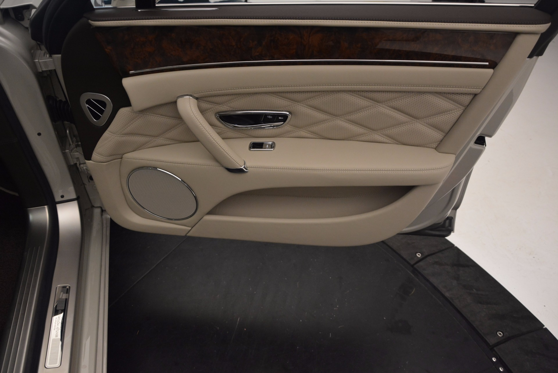 Used 2015 Bentley Flying Spur W12  For Sale In Westport, CT 694_p41