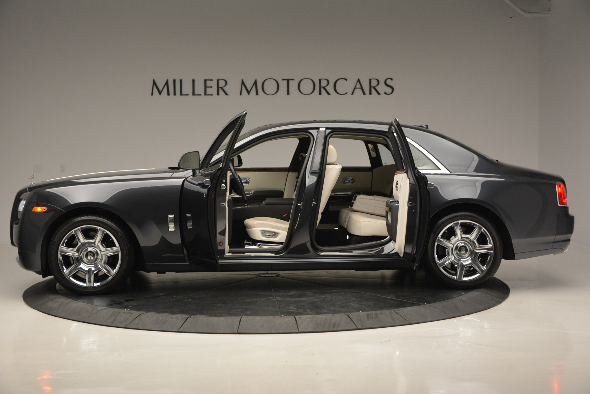 Used 2013 Rolls-Royce Ghost  For Sale In Westport, CT 702_p15