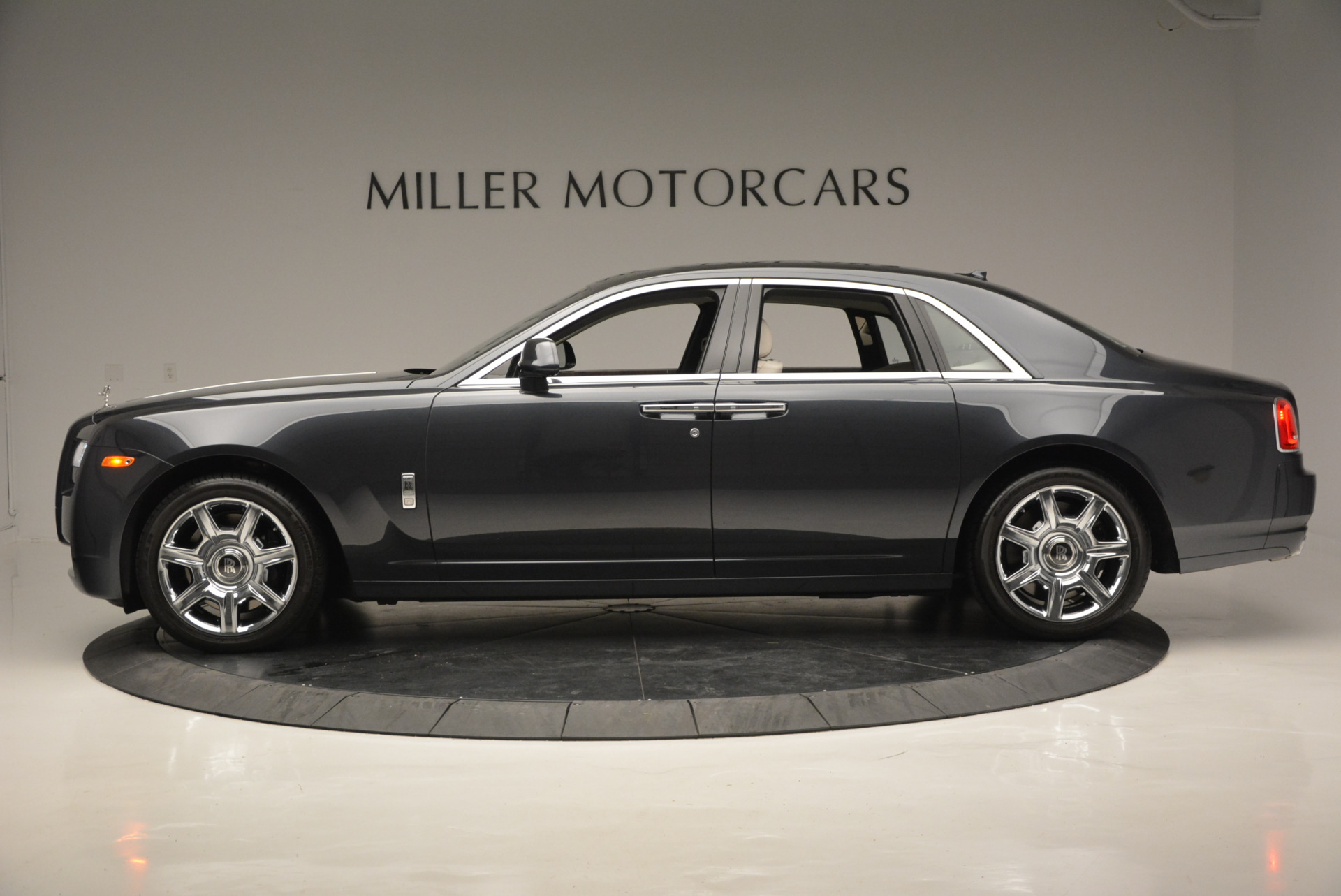 Used 2013 Rolls-Royce Ghost  For Sale In Westport, CT 702_p4