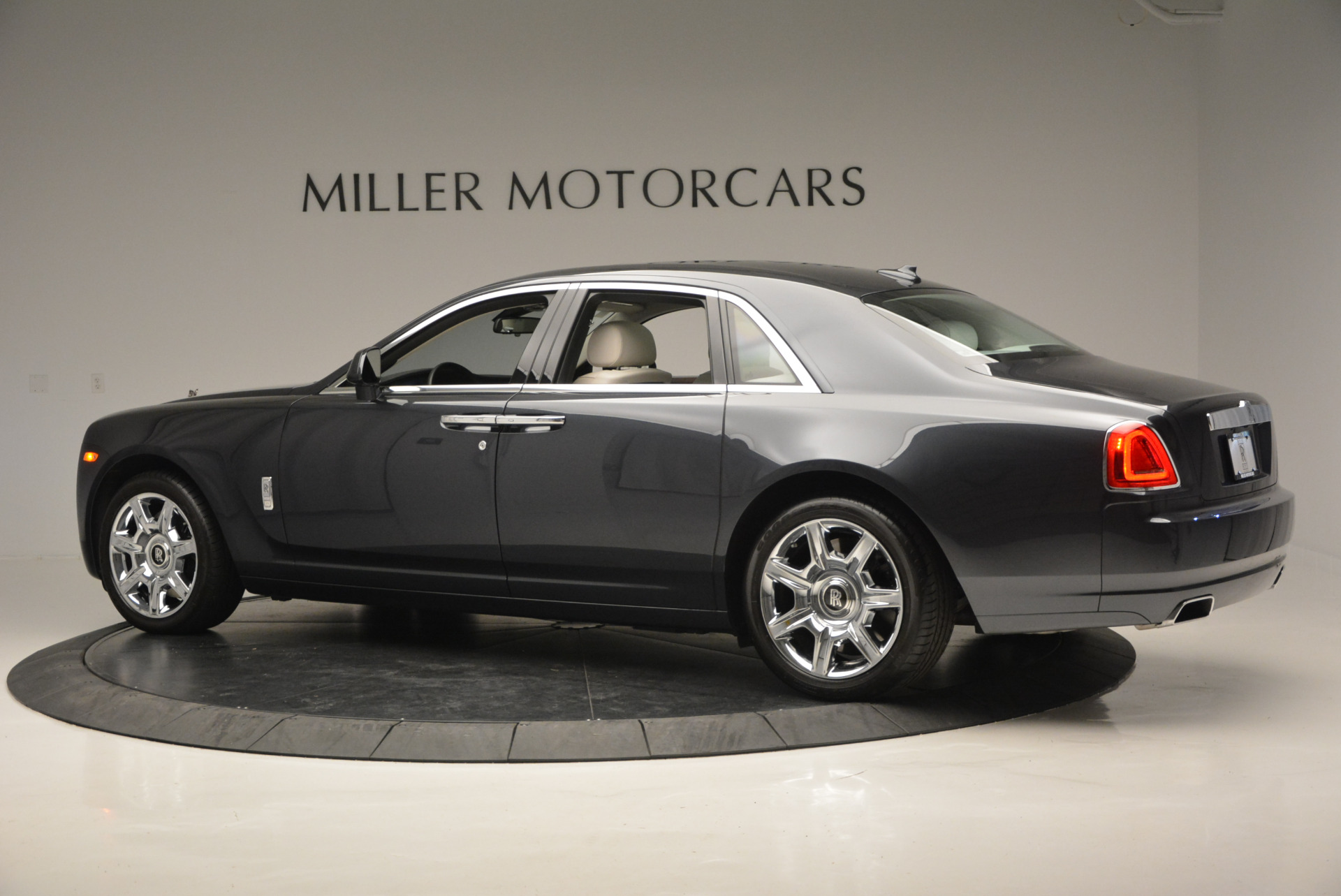 Used 2013 Rolls-Royce Ghost  For Sale In Westport, CT 702_p5