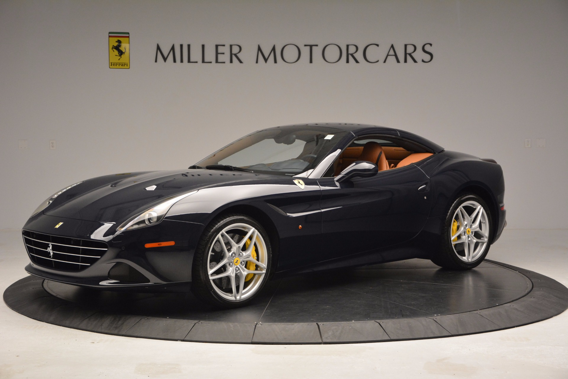 Used 2015 Ferrari California T  For Sale In Westport, CT 737_p14