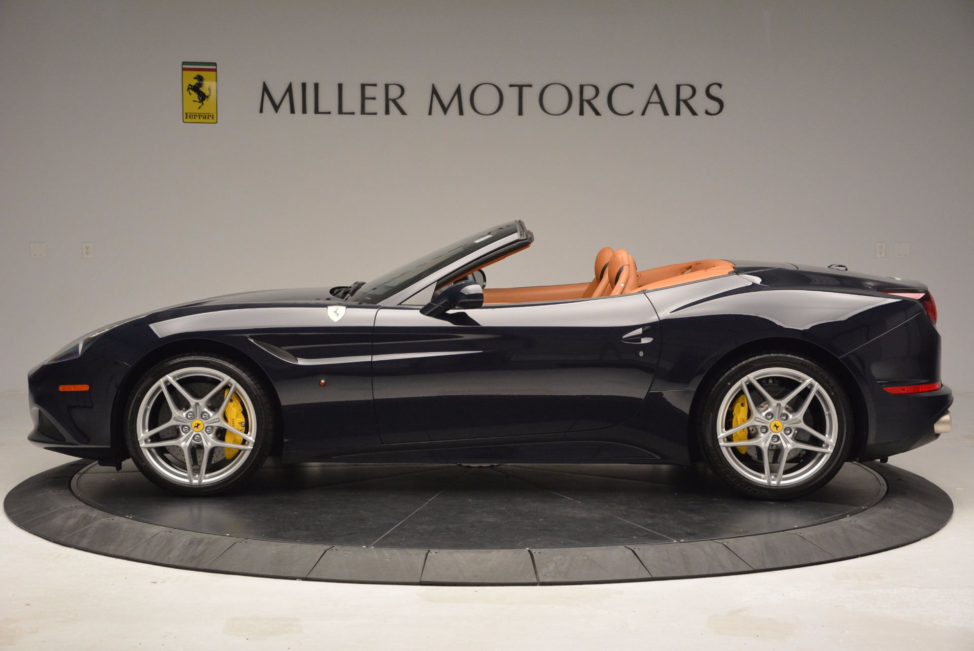 Used 2015 Ferrari California T  For Sale In Westport, CT 737_p3