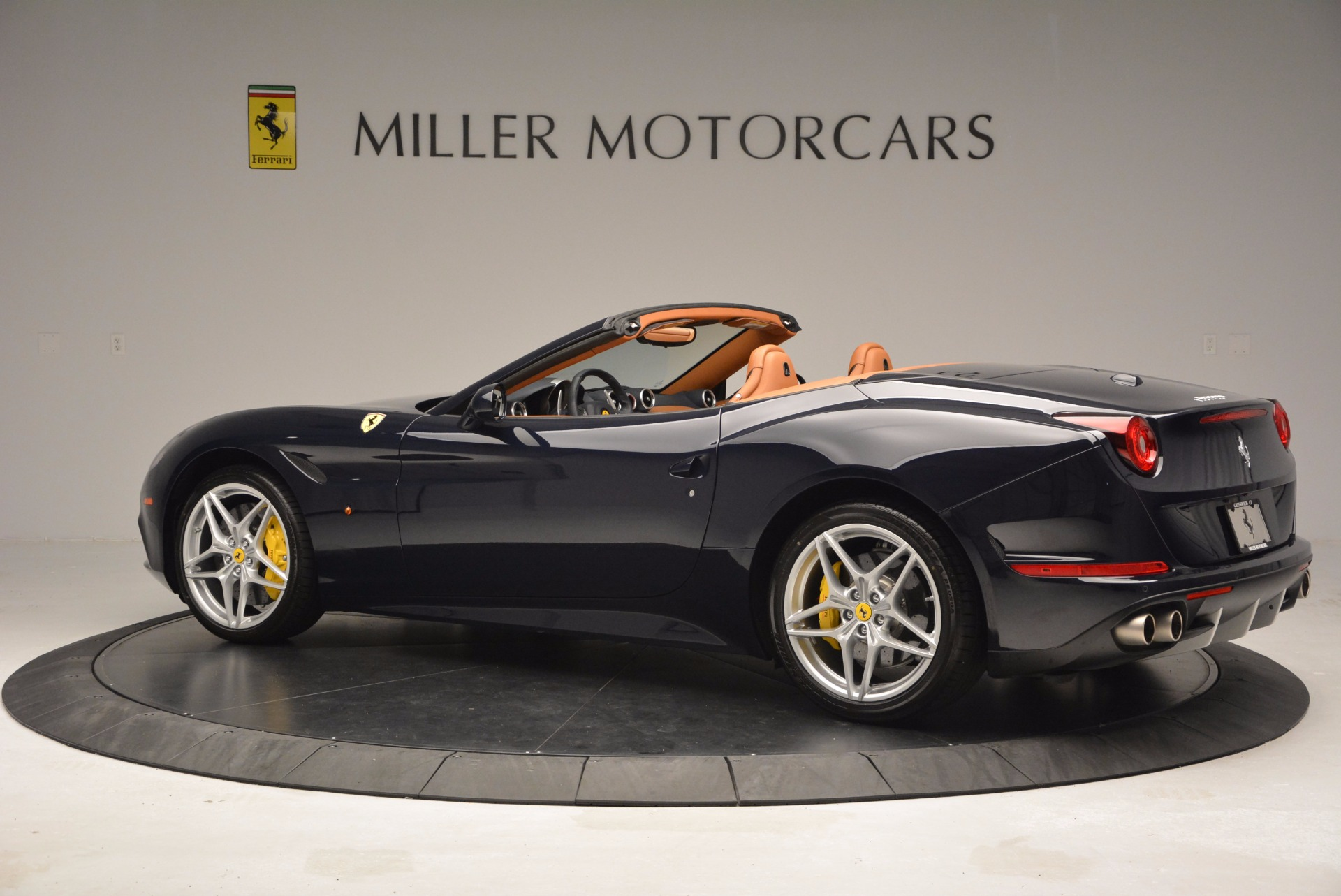 Used 2015 Ferrari California T  For Sale In Westport, CT 737_p4