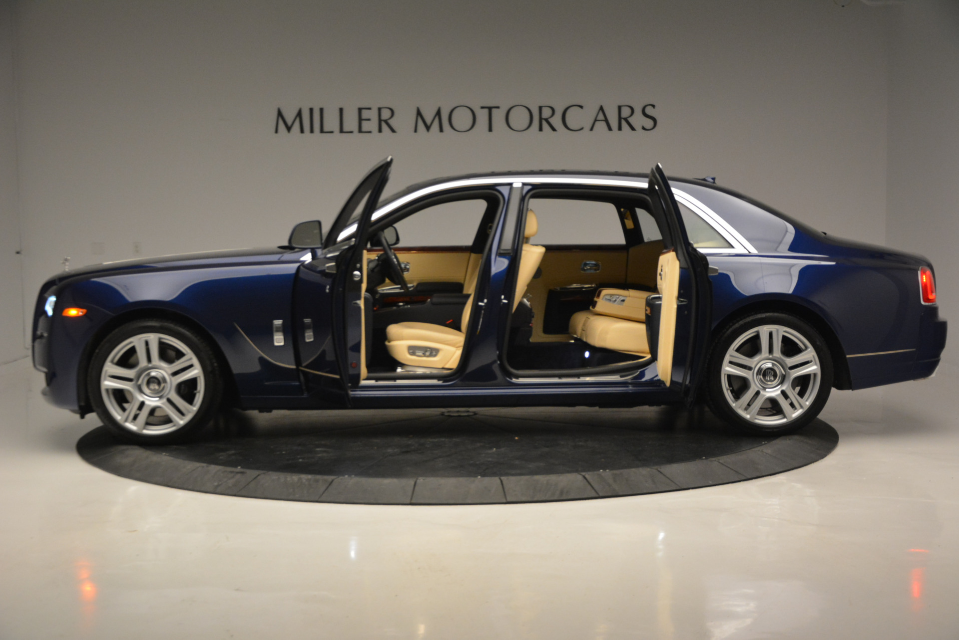 Used 2016 Rolls-Royce Ghost EWB For Sale In Westport, CT 746_p14