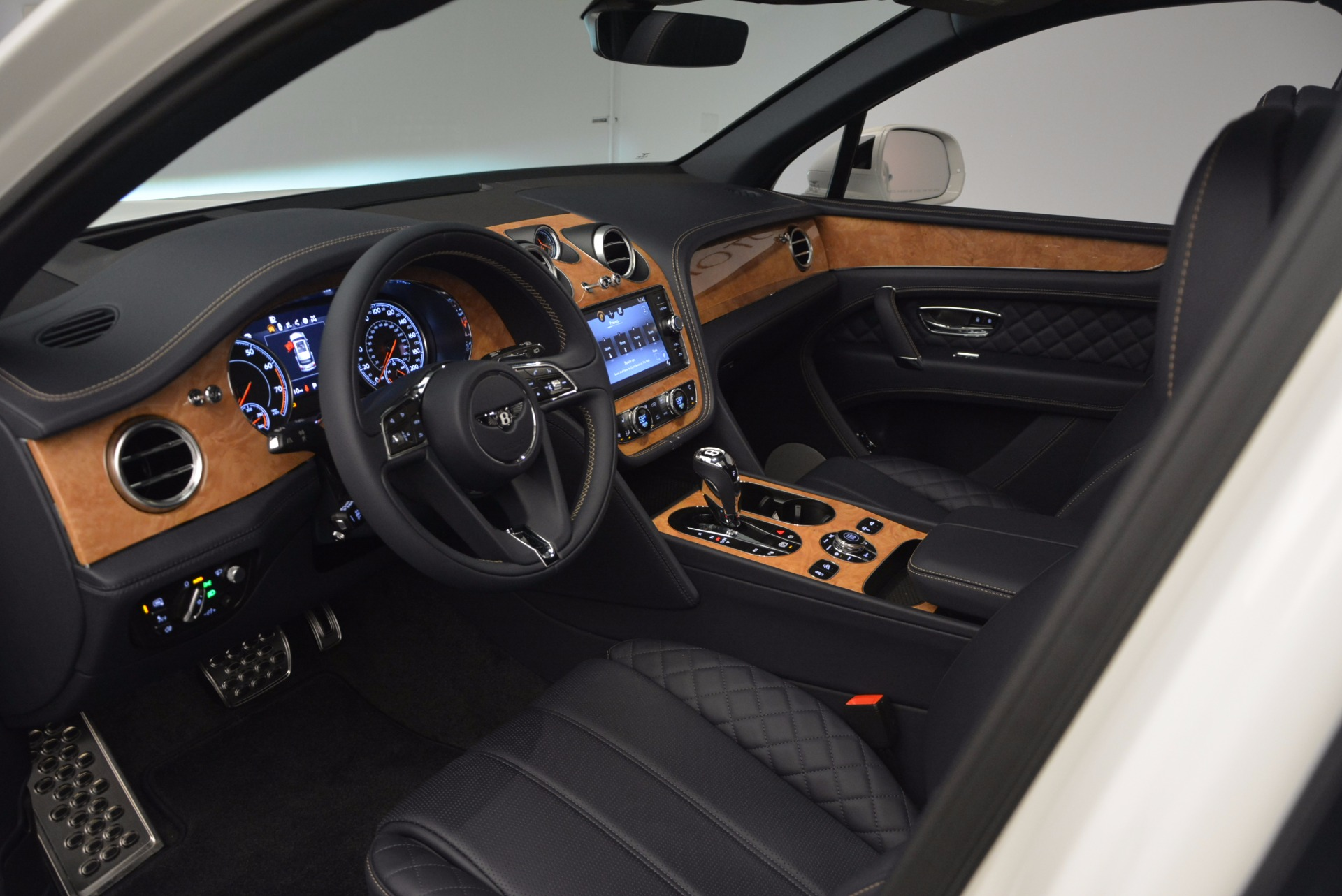 New 2017 Bentley Bentayga  For Sale In Westport, CT 794_p26