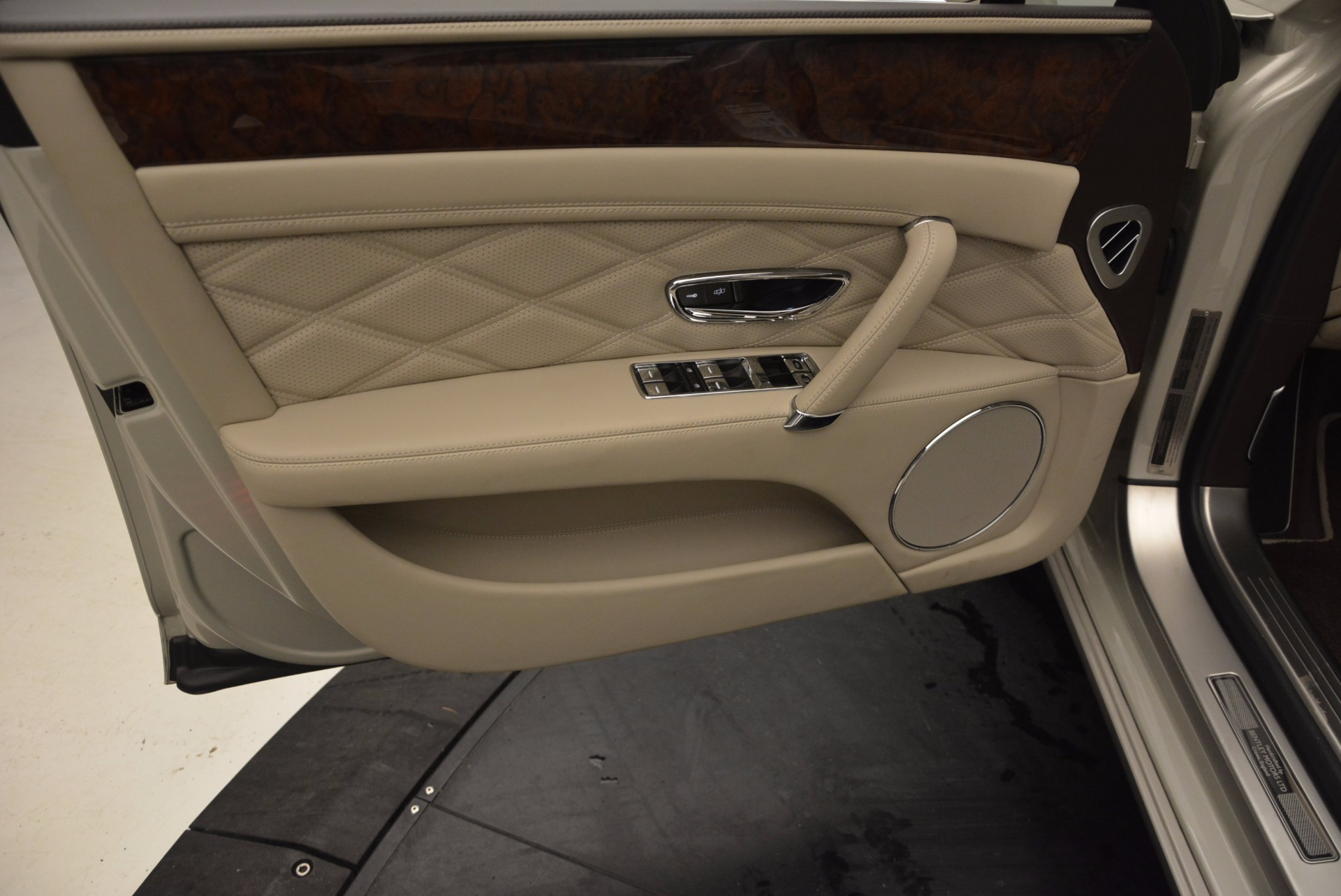 Used 2016 Bentley Flying Spur W12  For Sale In Westport, CT 804_p27