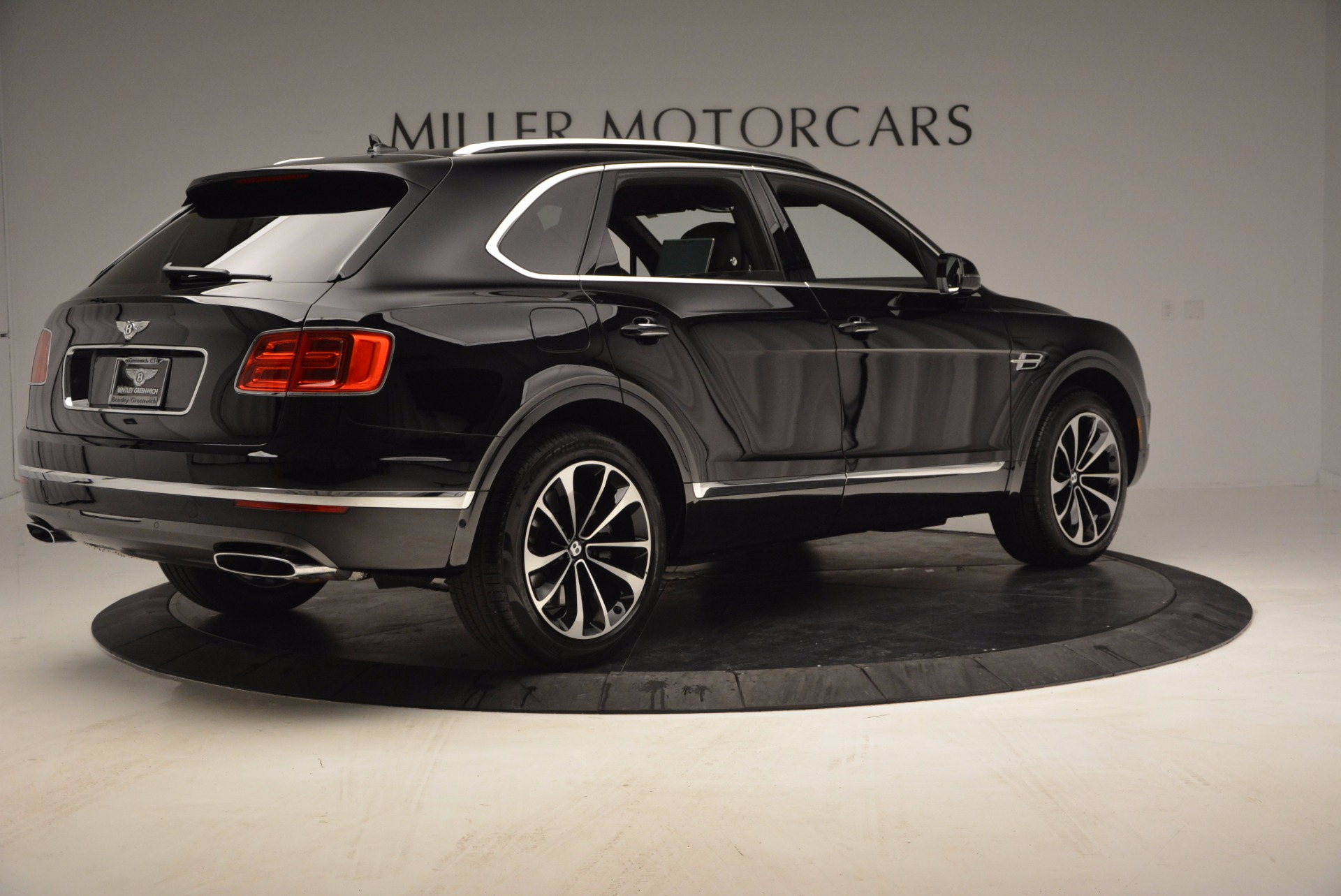 Used 2017 Bentley Bentayga  For Sale In Westport, CT 853_p8