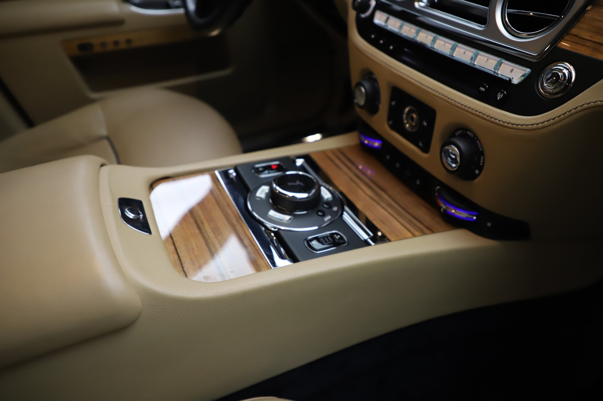 Used 2014 Rolls-Royce Ghost V-Spec For Sale In Westport, CT 858_p18