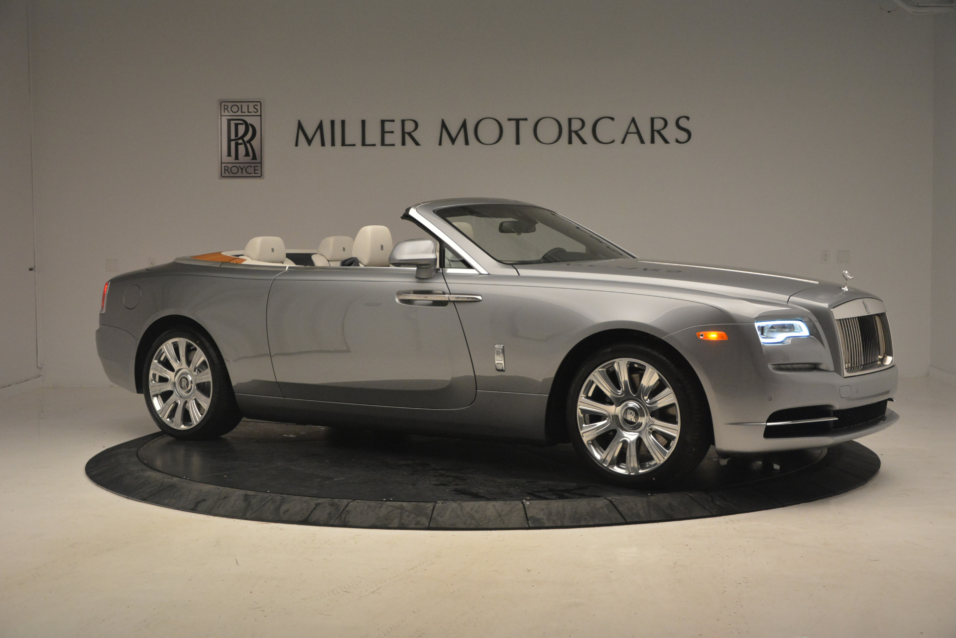 Used 2017 Rolls-Royce Dawn  For Sale In Westport, CT 940_p10