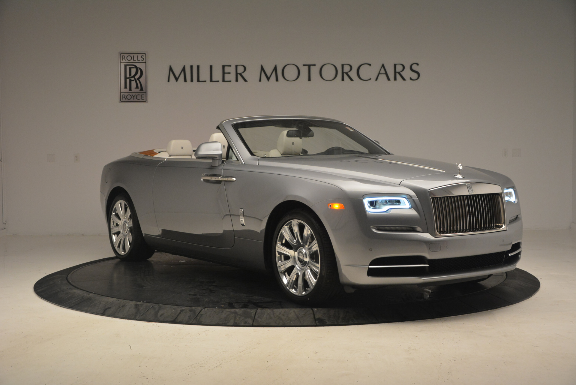 Used 2017 Rolls-Royce Dawn  For Sale In Westport, CT 940_p11